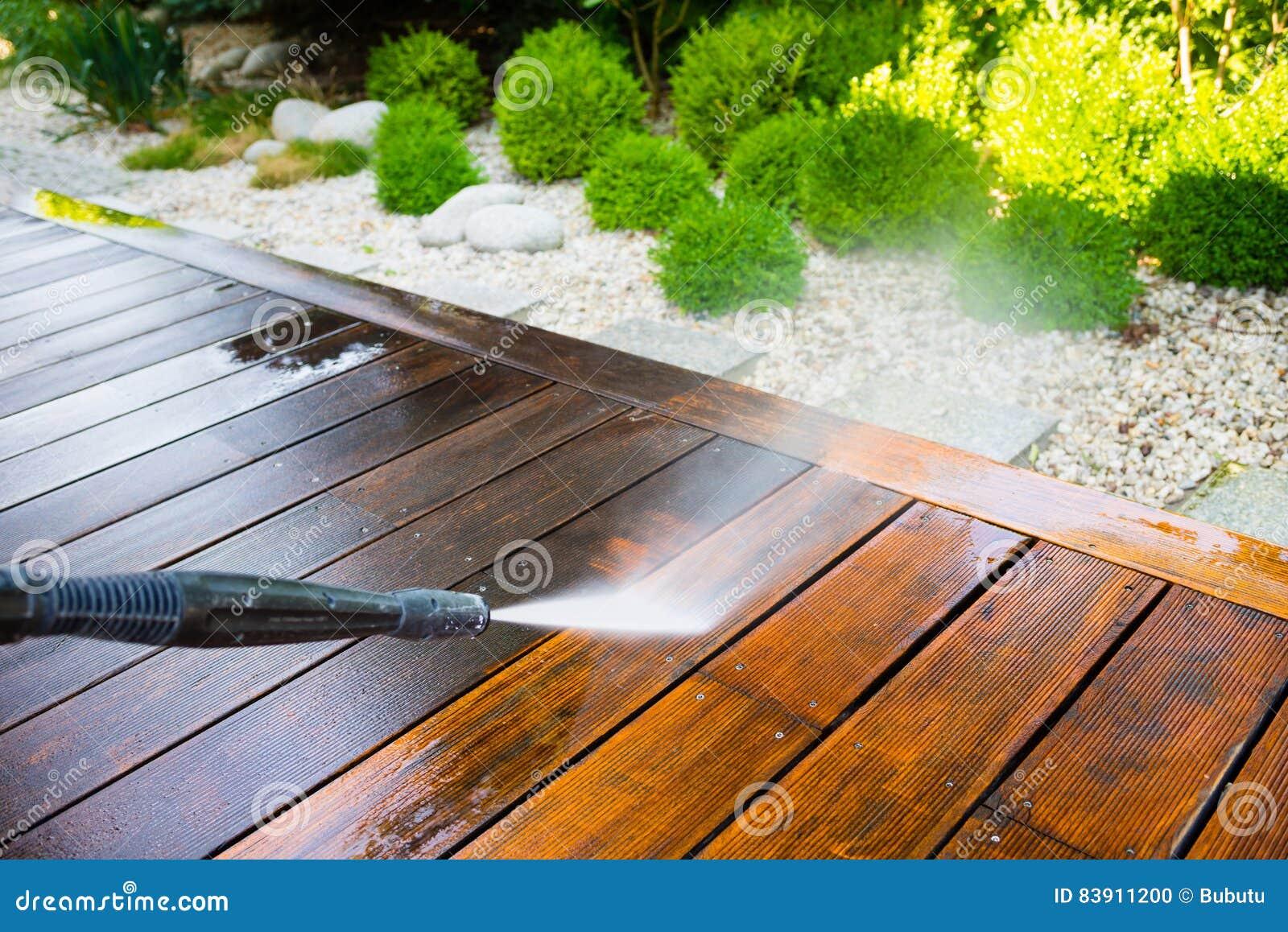 Terrasse de nettoyage avec un joint de puissance