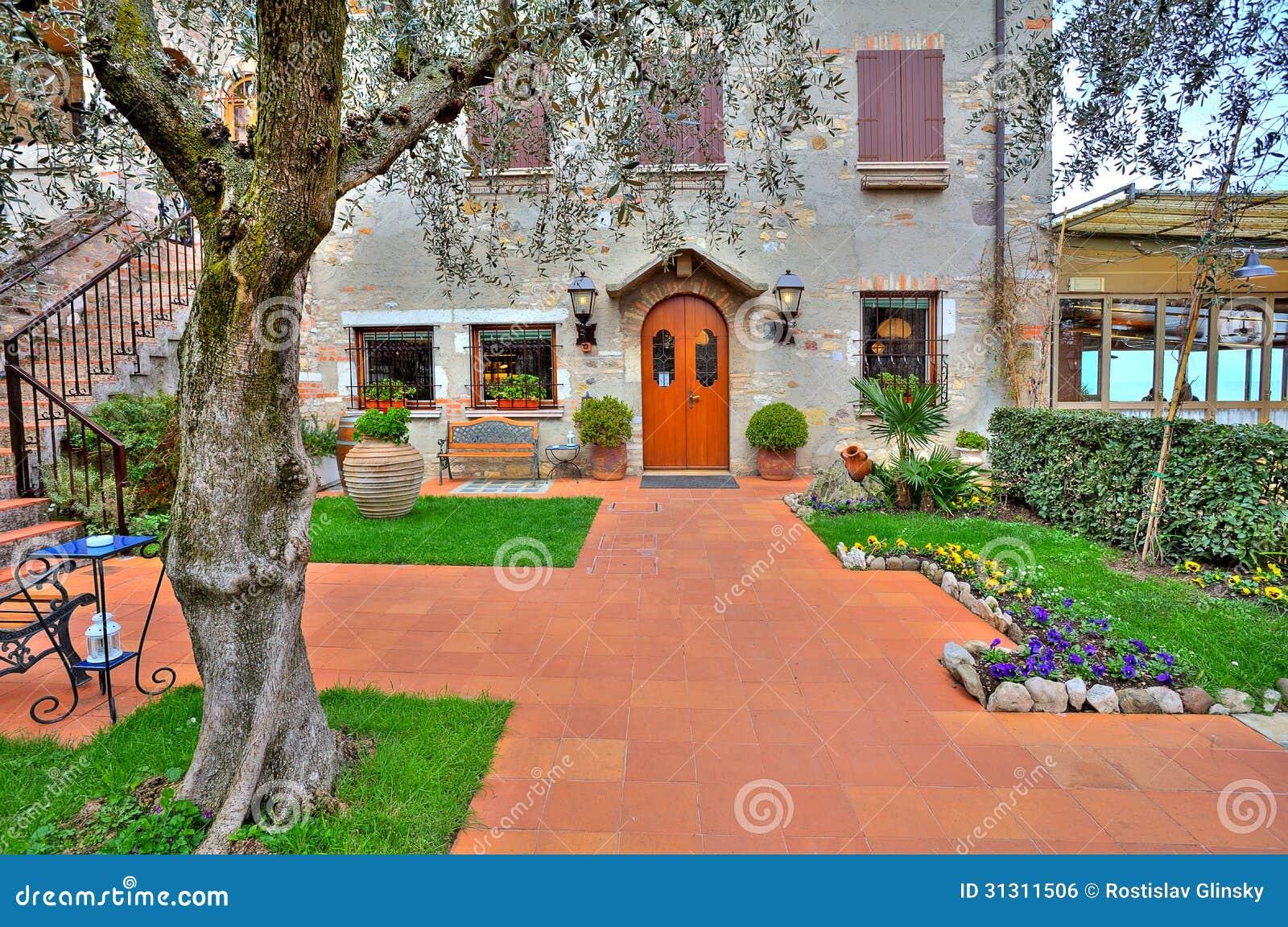 Terrasse Am Eingang Zum Restaurant In Sirmione Italien Stockfoto