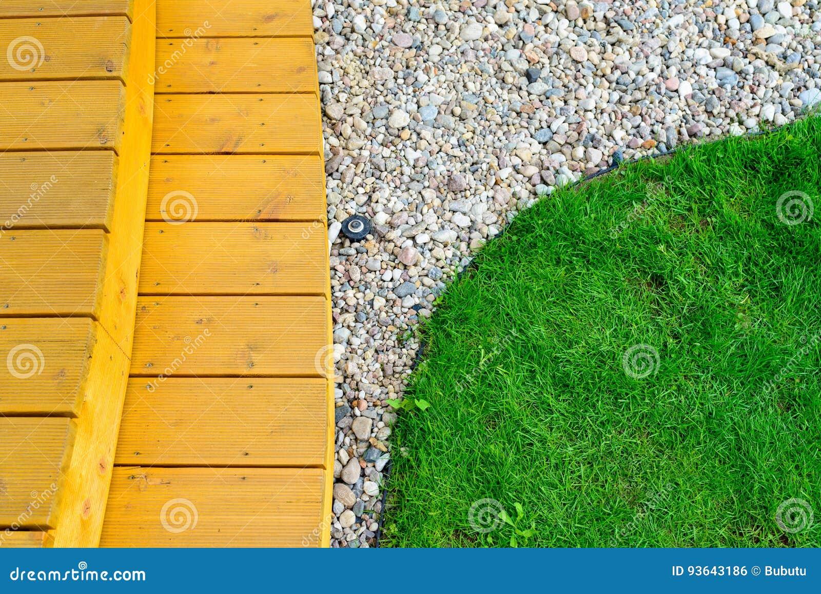 Fußboden Terrasse ~ Terrasse im formalen garten nach energiereinigung hellgrüner rasen