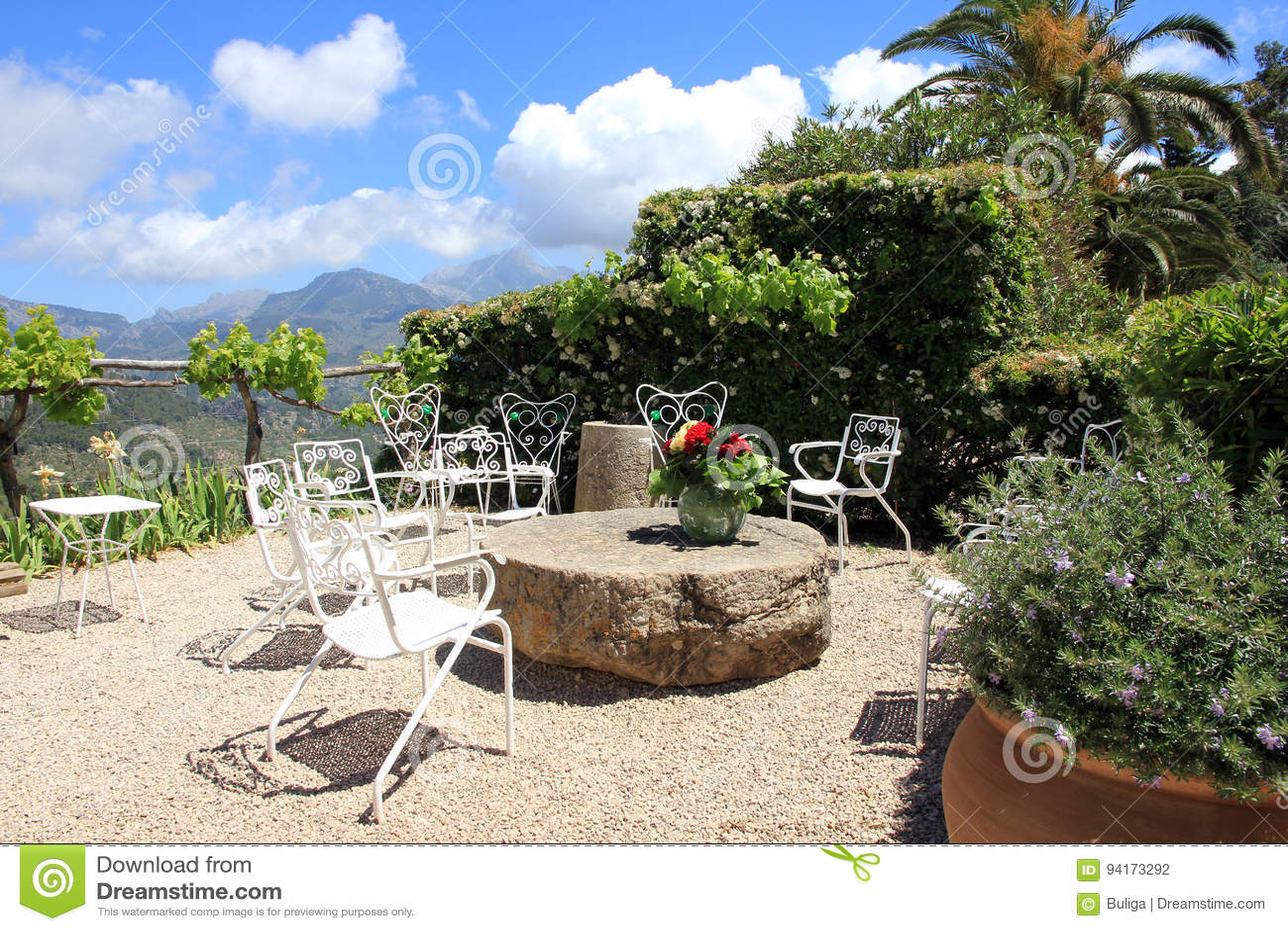 Terrasse Méditerranéenne De Jardin Photo stock - Image du ...