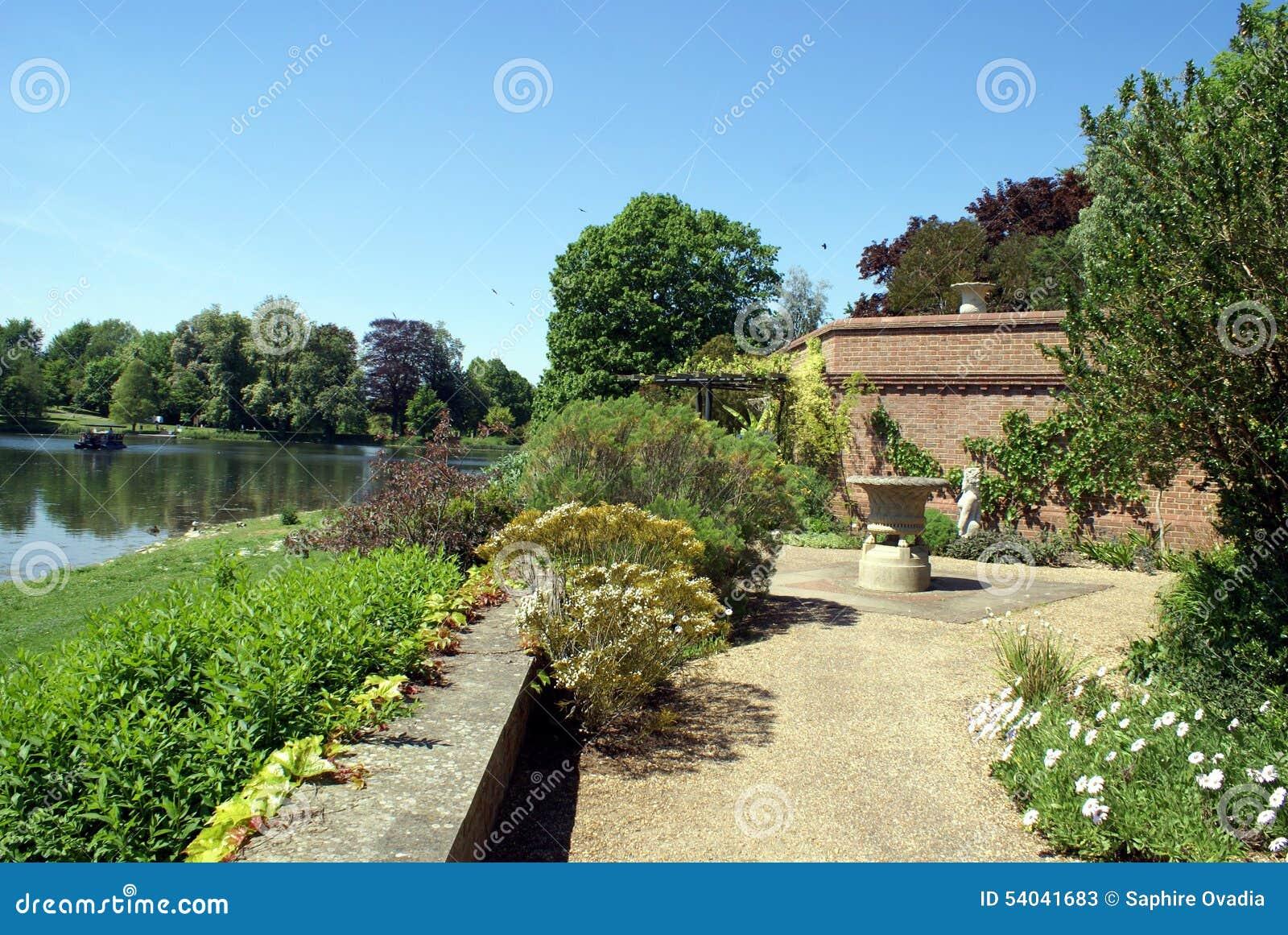 Terrasse Méditerranéenne De Jardin Au Jardin De Culpeper De ...