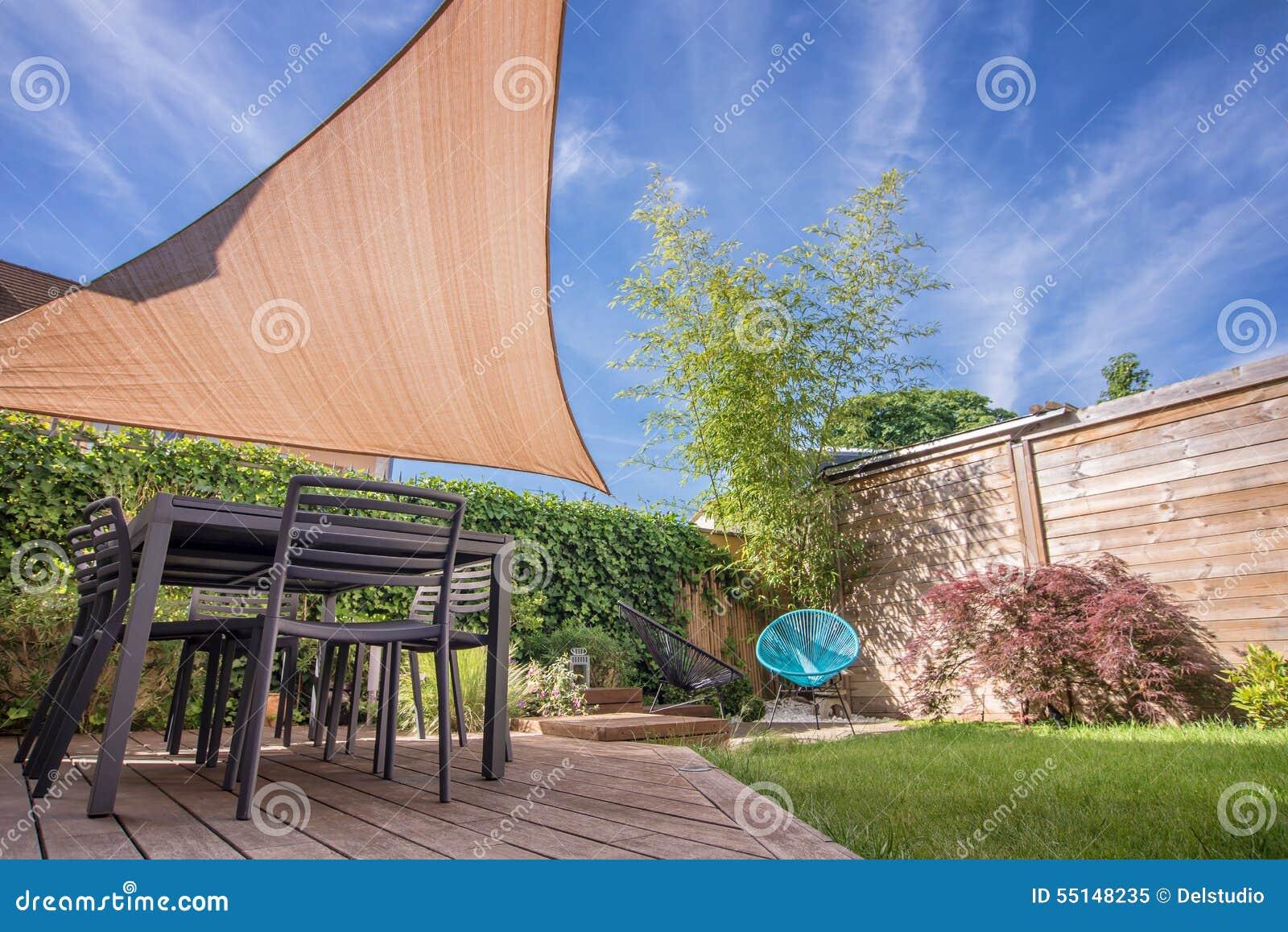 Terrasse Moderne De Maison En été Avec La Voile D\'ombre Image stock ...