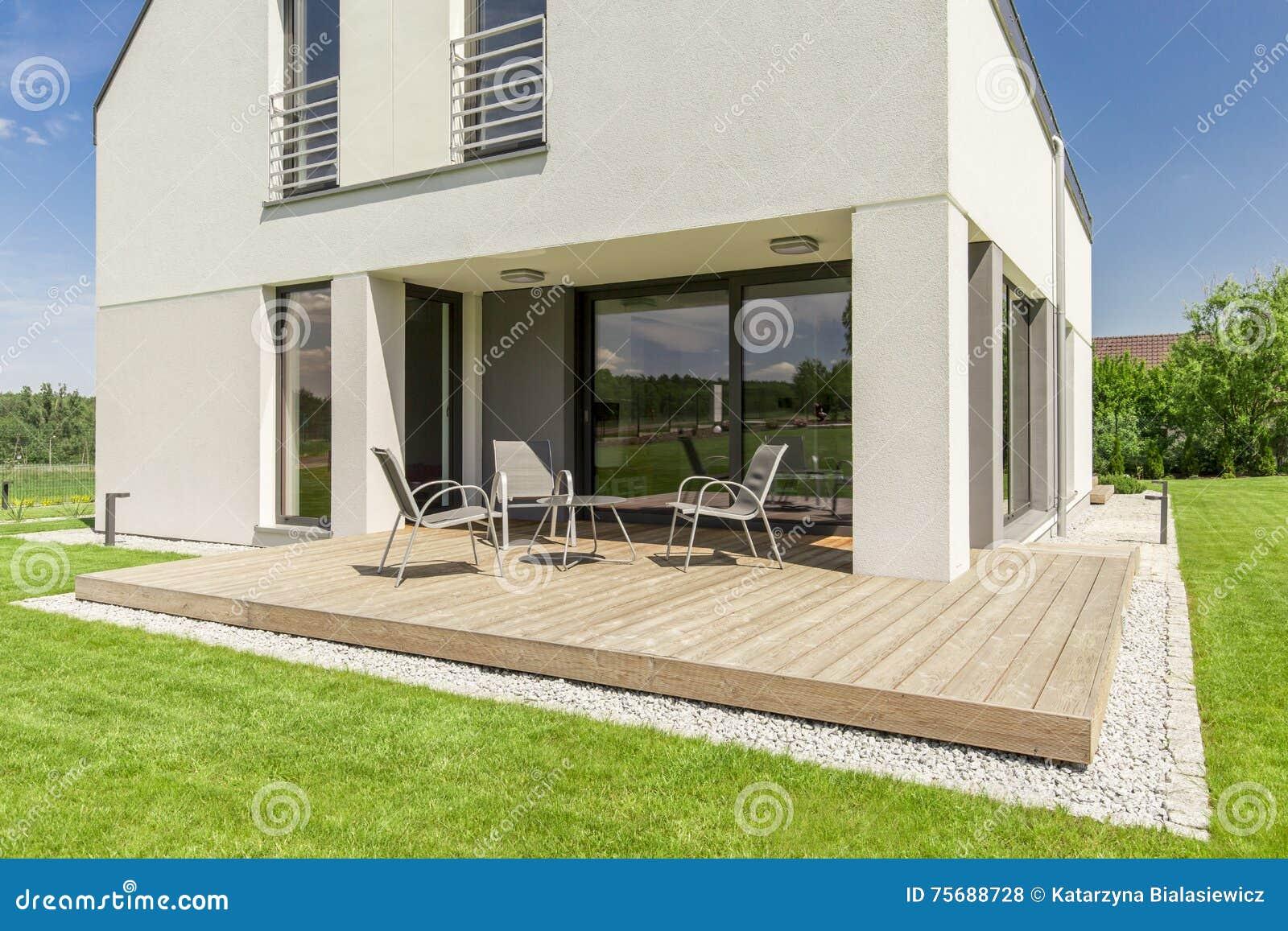 Terrasse Moderne Minimaliste De Maison Photo stock - Image du ...