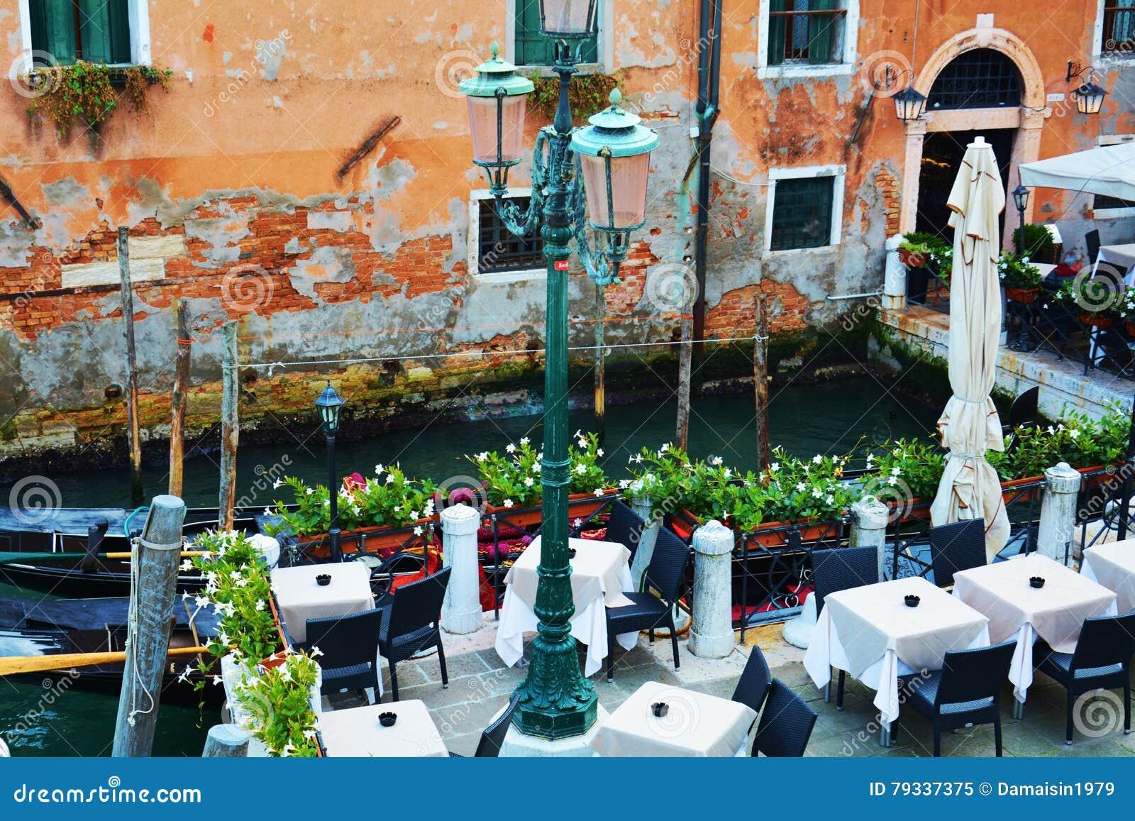 Terrasse Romantique A Venise Italie Image Stock Image Du Bateau
