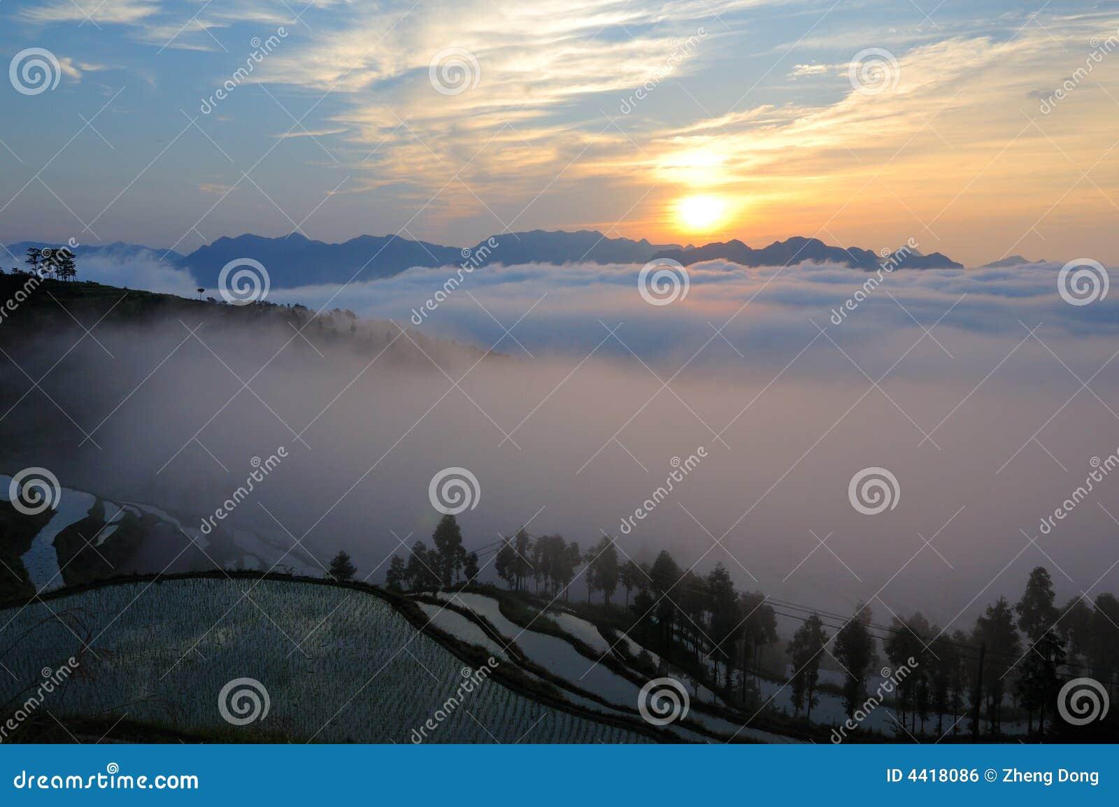 Terrasvormige de gebiedenzonsopgang van Mingao