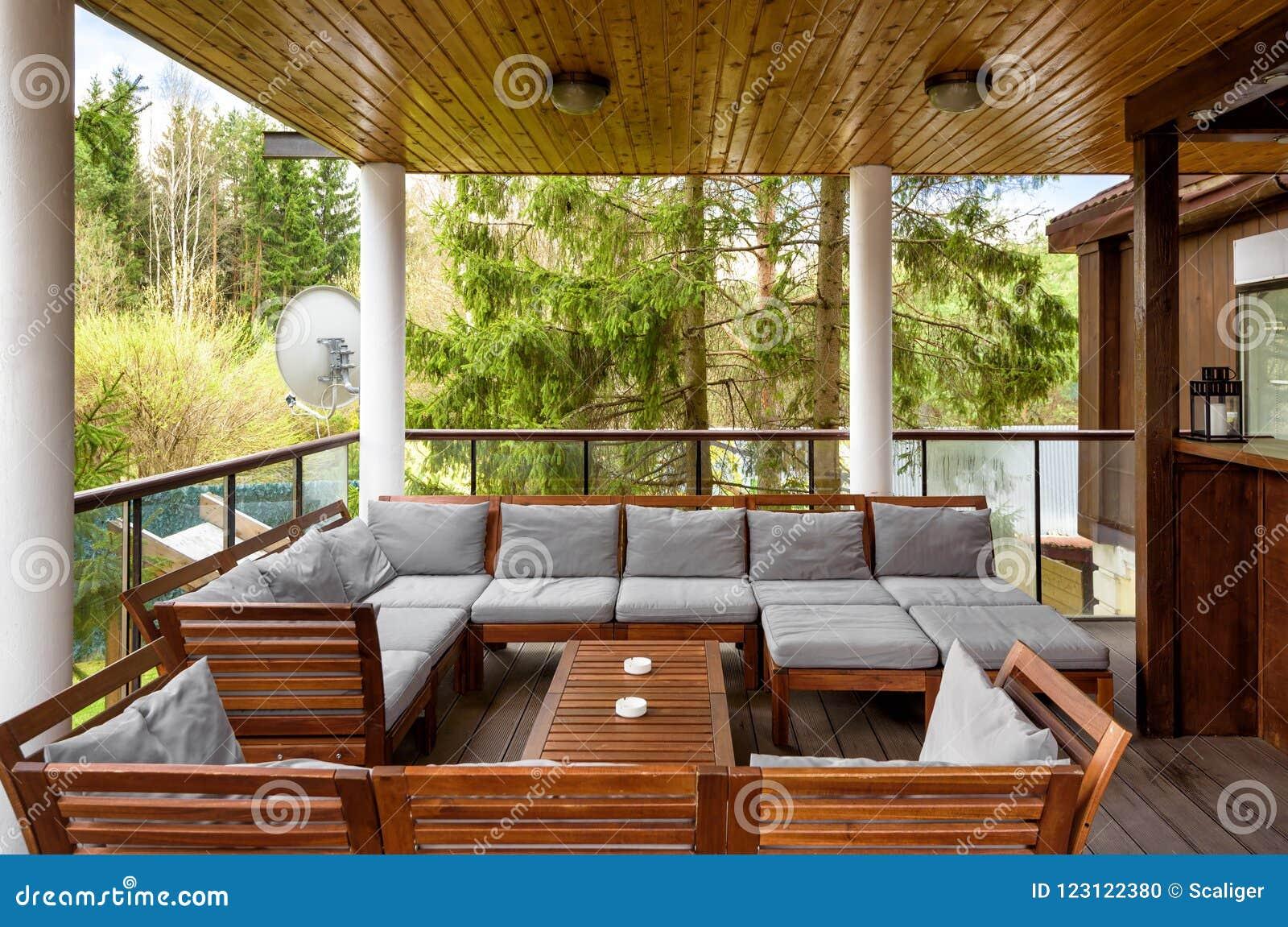 Terraza Acogedora En Casa De Campo U Hotel Imagen Editorial