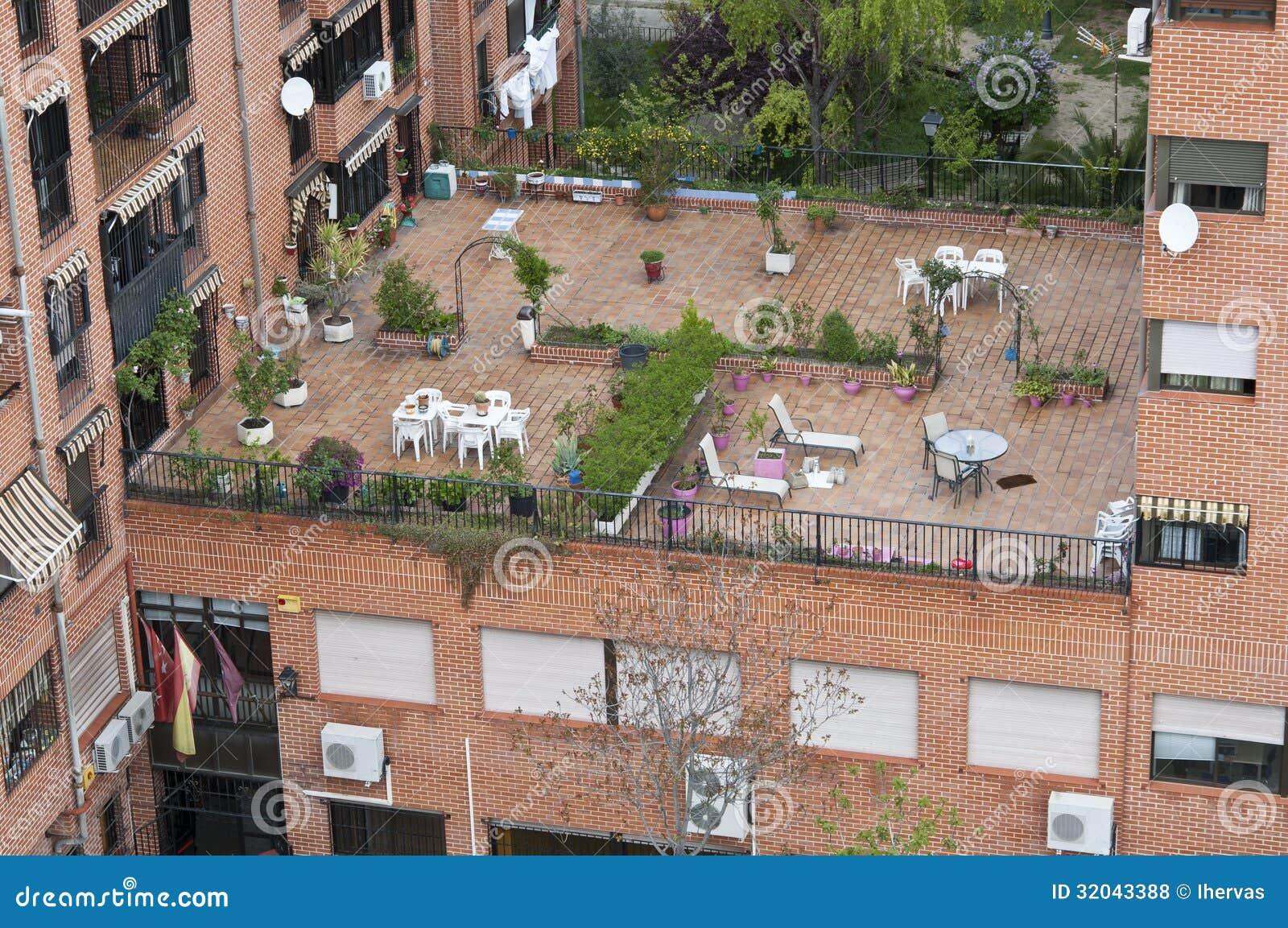 Terraza Comunal Foto De Archivo Imagen De Flor área 32043388