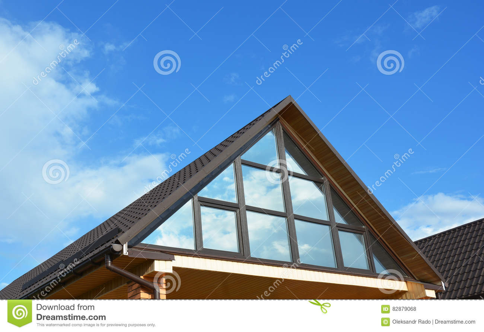 Terraza Conservadora Del ático De La Casa Del Edificio En El