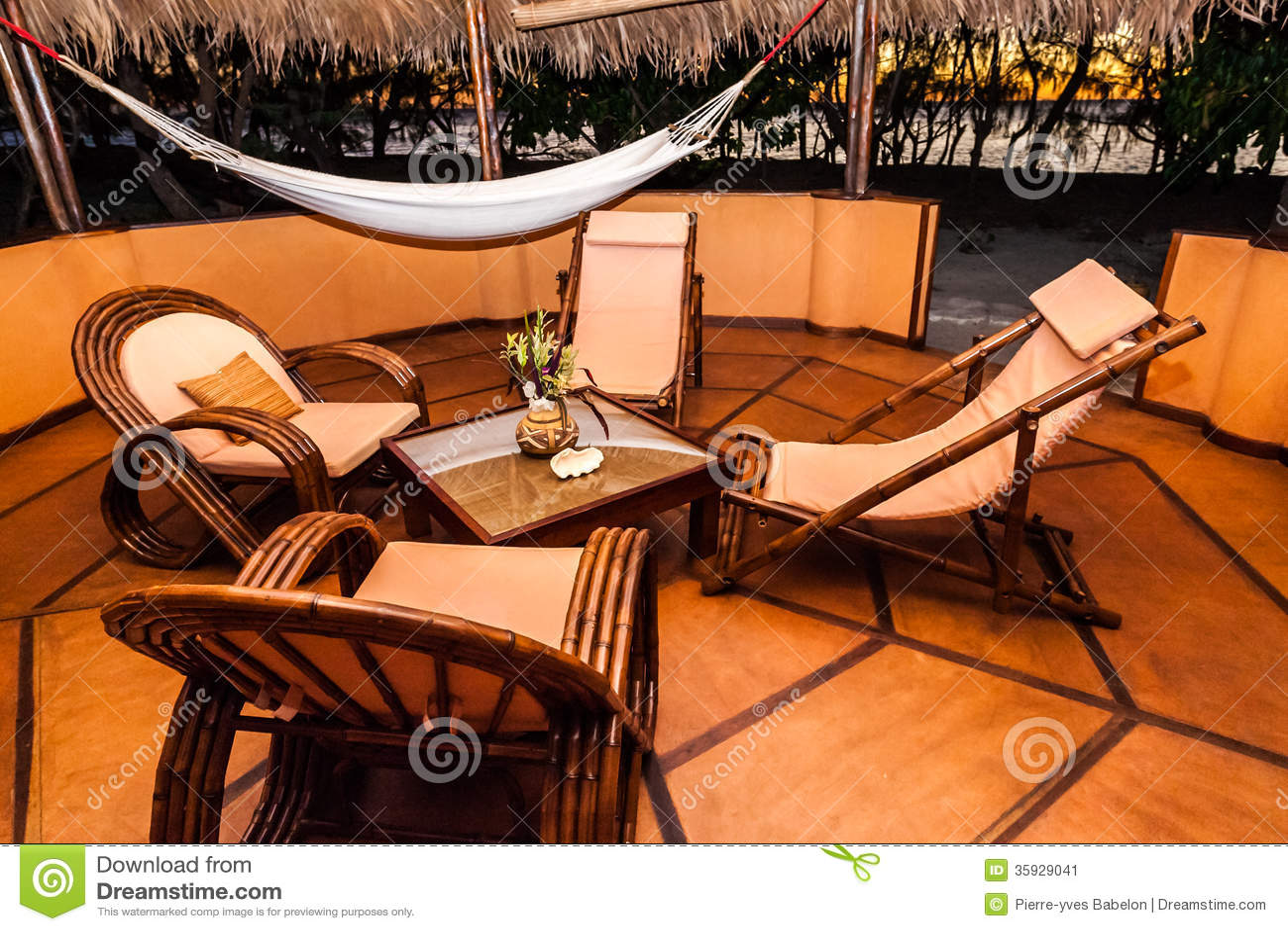 Terraza De La Casa De Planta Baja Imagen De Archivo Imagen
