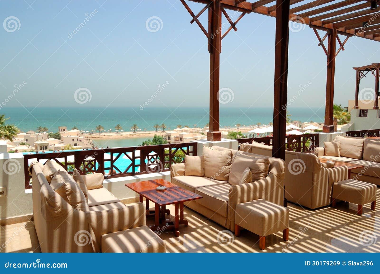 Terraza De La Opinión Del Mar En El Hotel De Lujo Imagen De