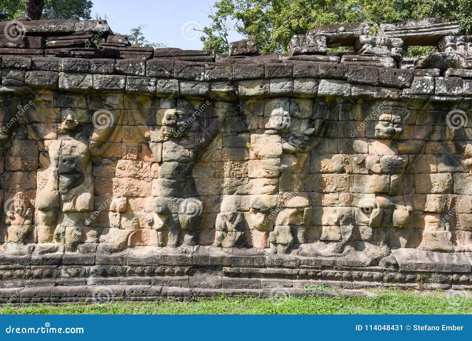 Terraza De Los Elefantes En Angkor Thom En Siemreap Camboya