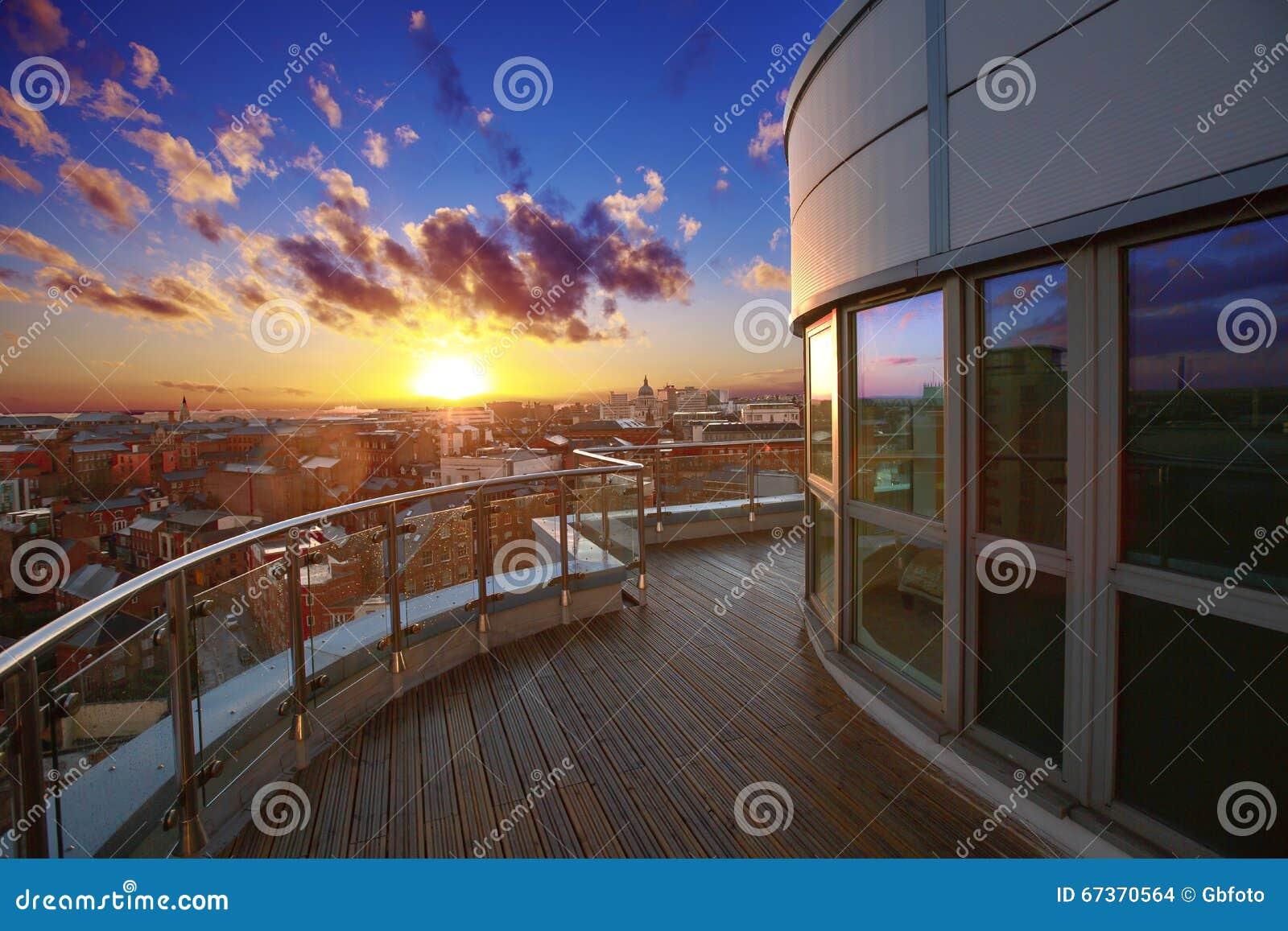 Terraza de lujo del apartamento