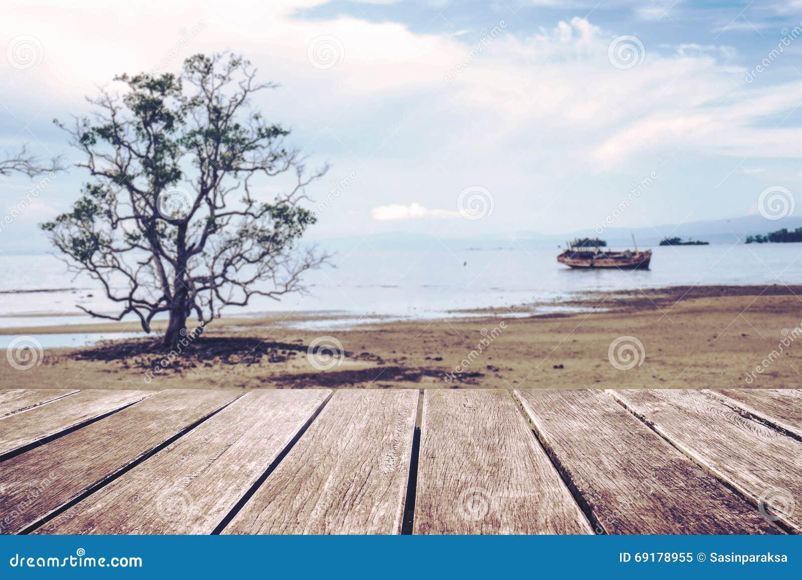 Tono Terraza : Tono terraza: terraza de madera con defocus el árbol y el viejo