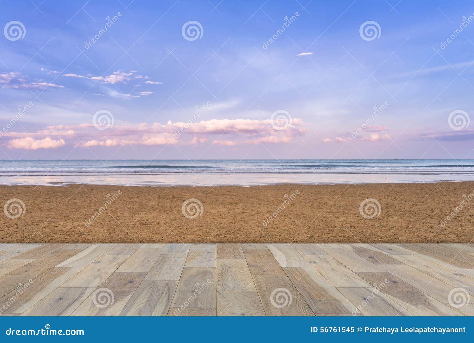 Terraza De Madera En La Playa Imagen De Archivo Imagen De