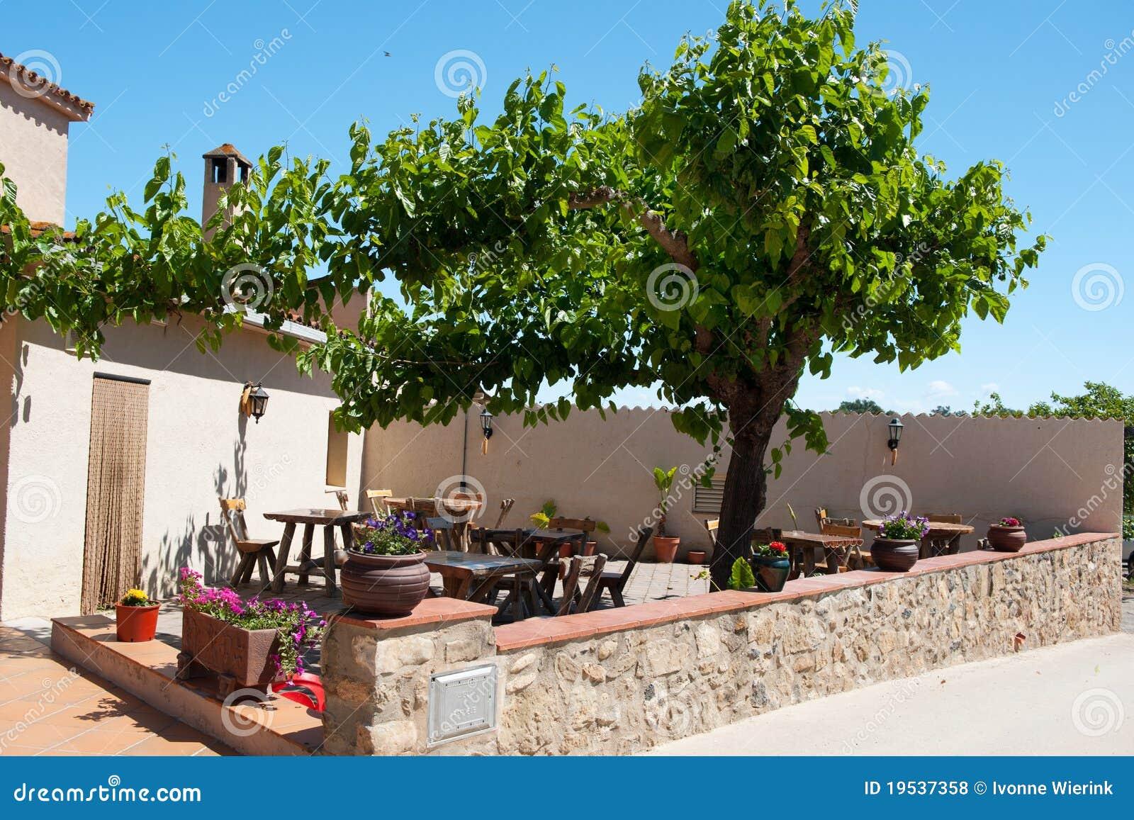 Terraza Española Foto De Archivo Imagen De Eating Sillas