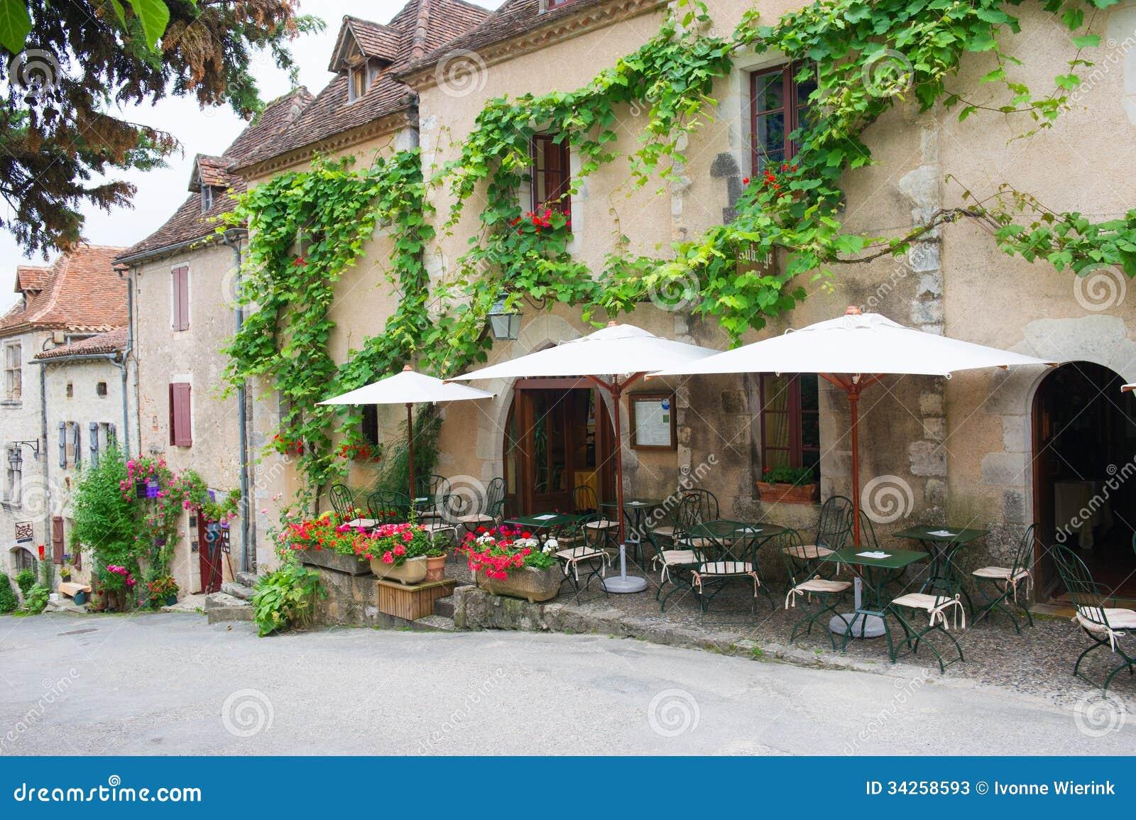 terraza francesa en pueblo fotos de archivo imagen 34258593