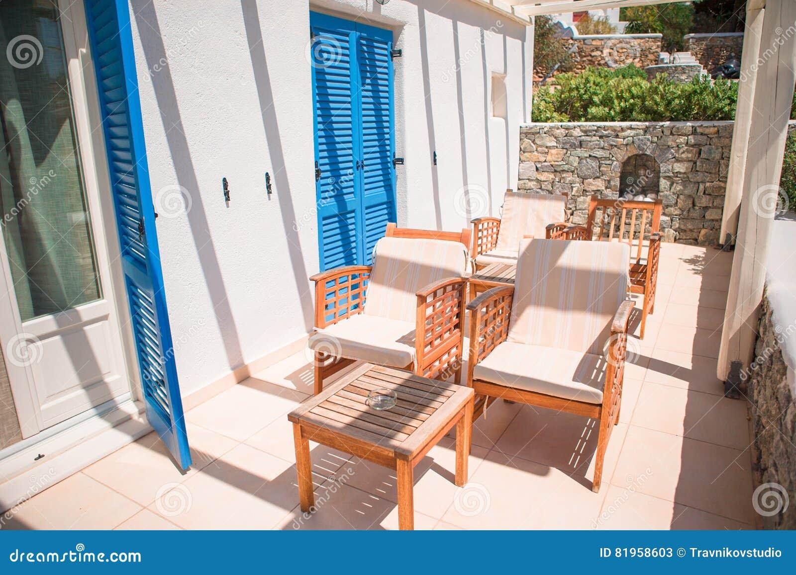 terraza hermosa en hotel de lujo blanca en la isla griega grecia vacaciones de