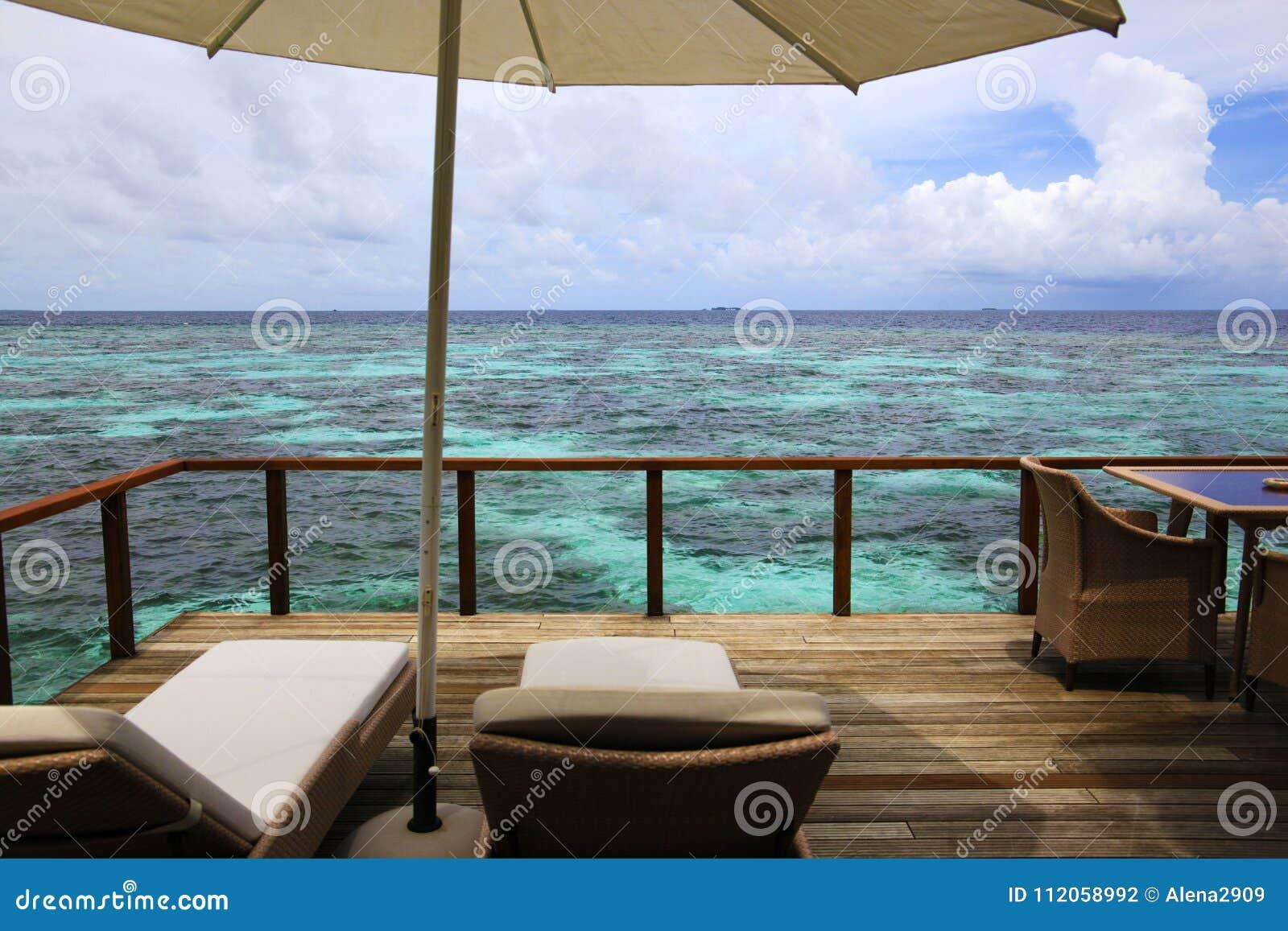 Terraza Ideal Casa De Planta Baja Del Agua En Los Maldivas