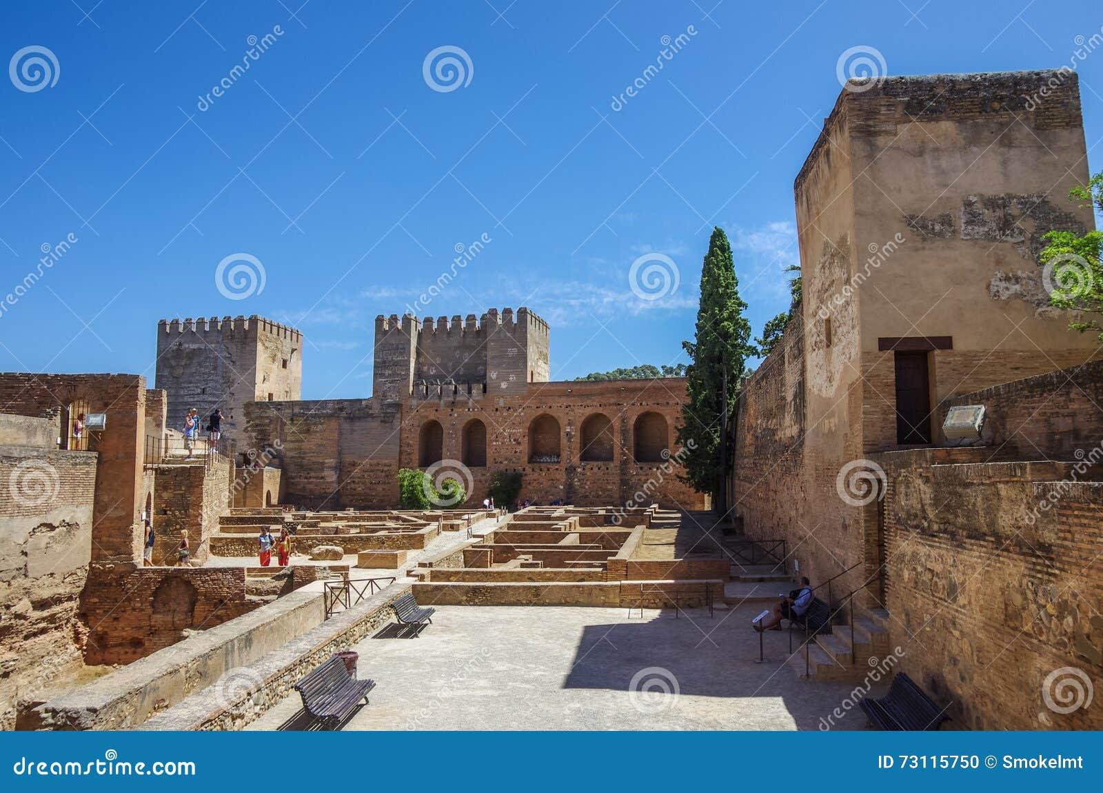 Terraza Torres Y Pared De La Fortaleza Medieval De Alcazaba