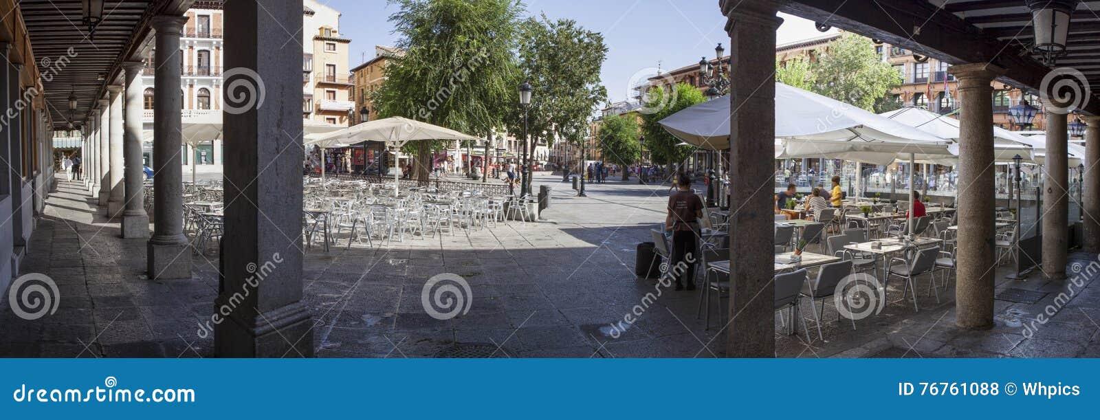 Terrazas Del Cuadrado De Zocodover Toledo Foto De Archivo