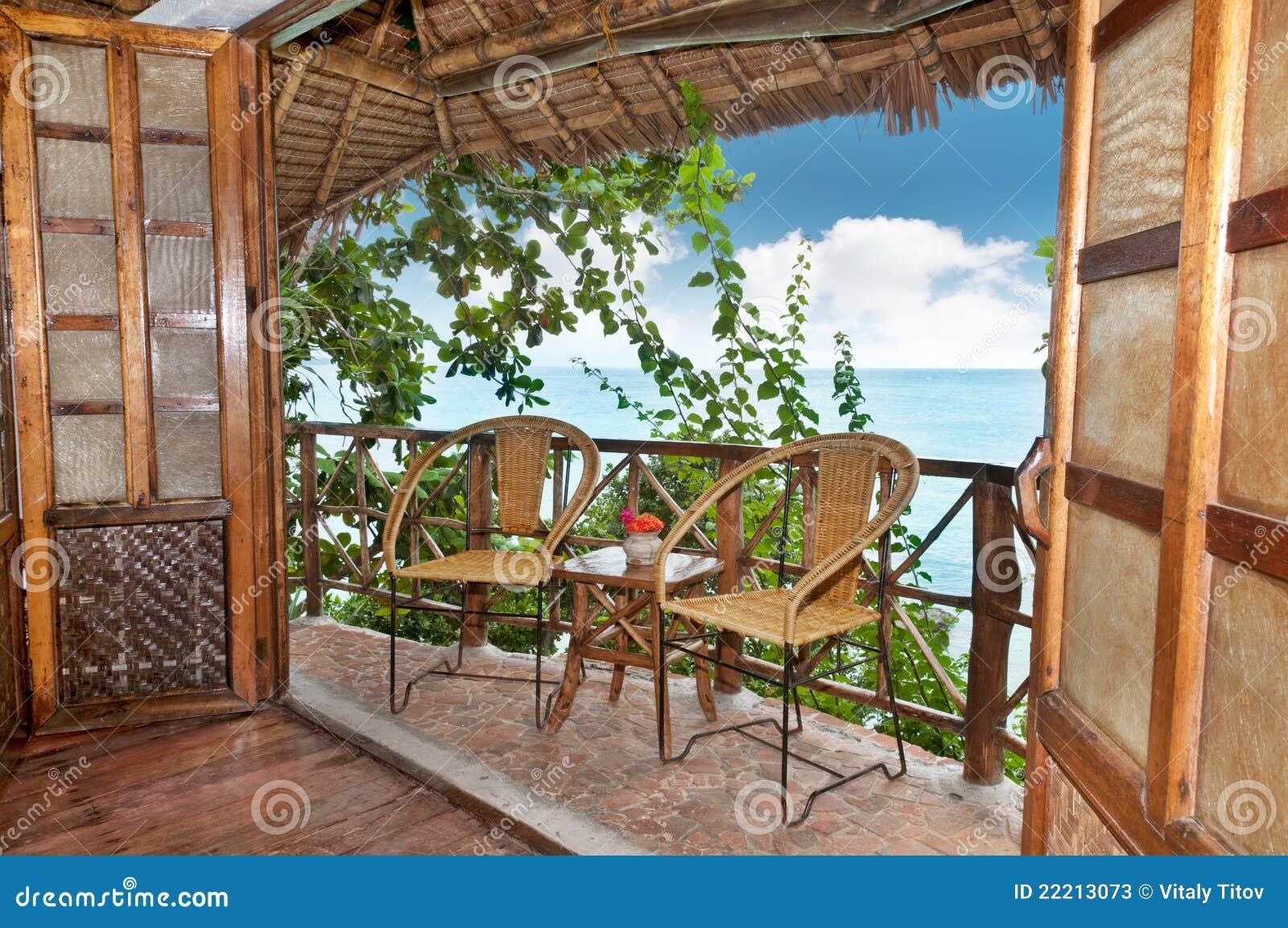 Terrazzo di legno del bungalow con la vista del mare - Mobile terrazzo legno ...