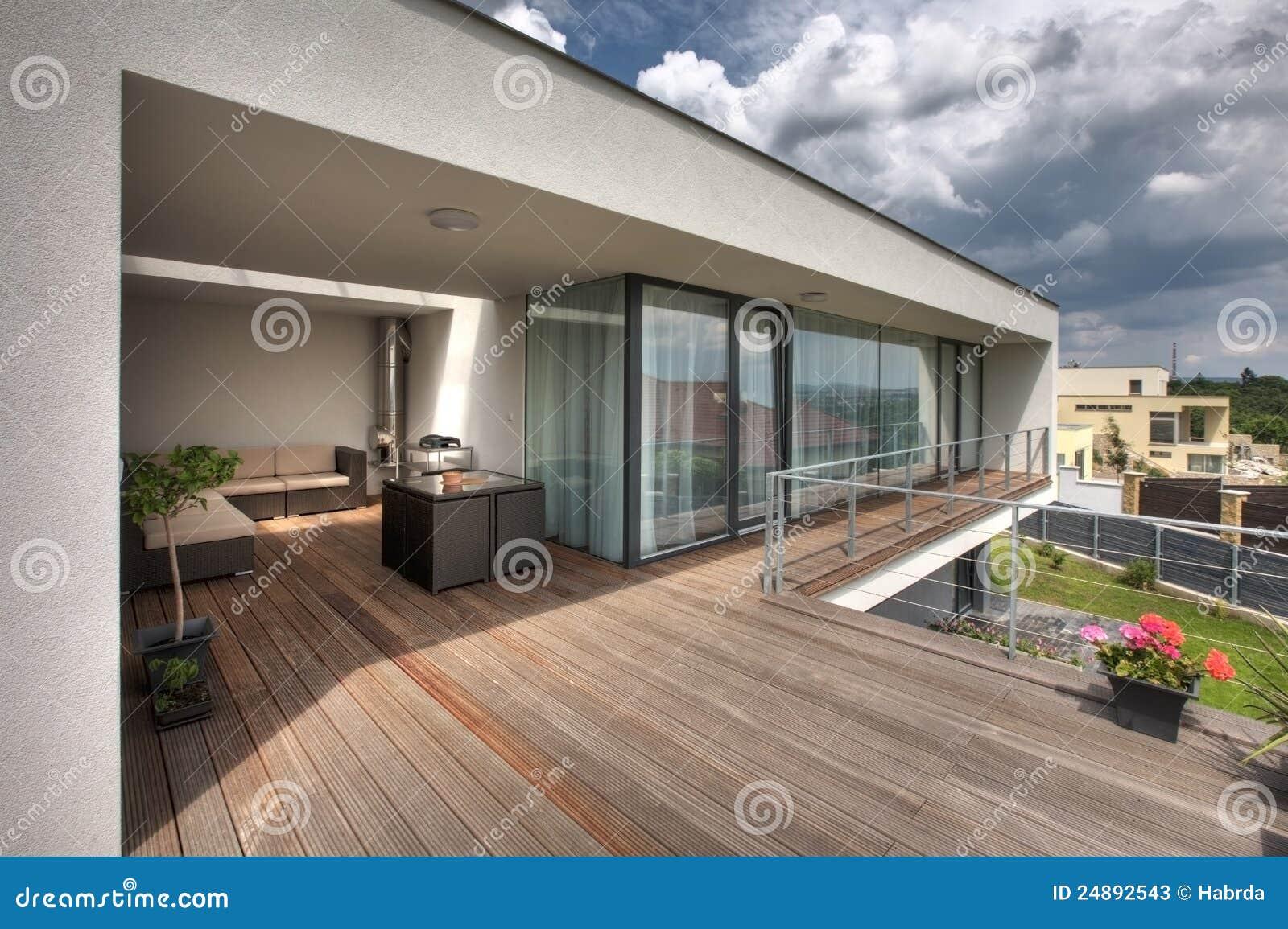 Terrazzo domestico moderno immagine stock. Immagine di vivere ...