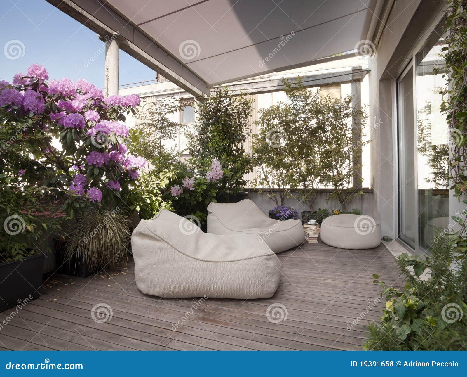 Terrazzo Moderno Con Il Pavimento Di Legno Stock Images - 193 Photos