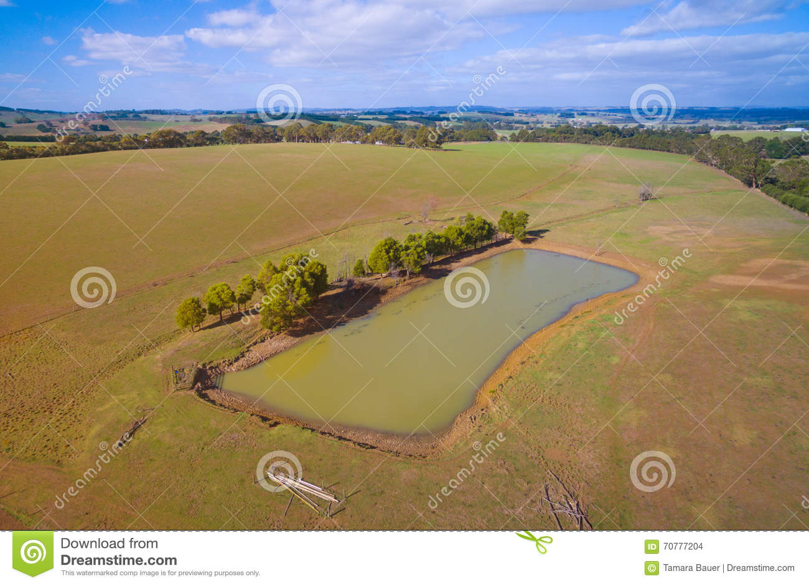 Terres cultivables avec le barrage dans l Australie