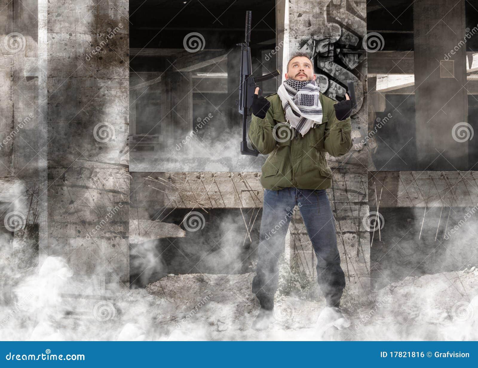 Terrorista con el rifle