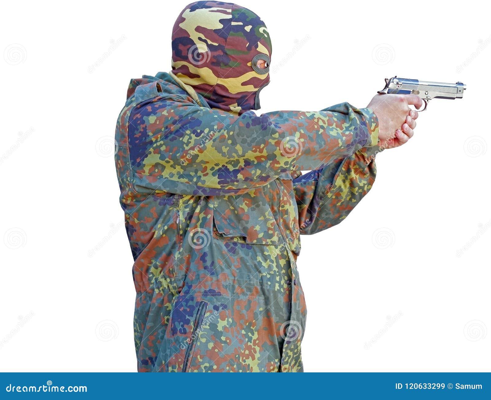 Terroristen, die seine Waffe unter die Maske zielen