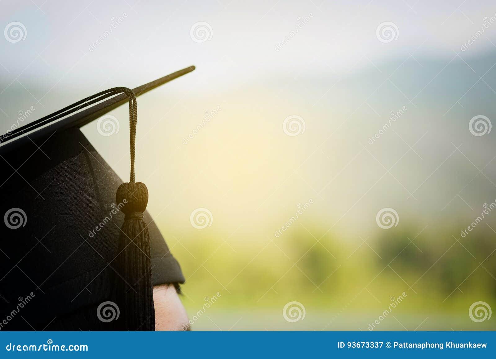 Terug van gediplomeerde op graduatiedag