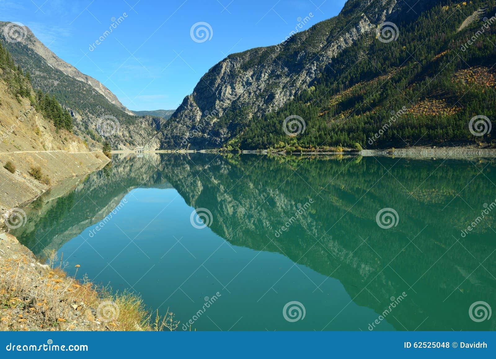 Terzaghi水坝和Carpenter湖水库在Briish哥伦比亚,加州
