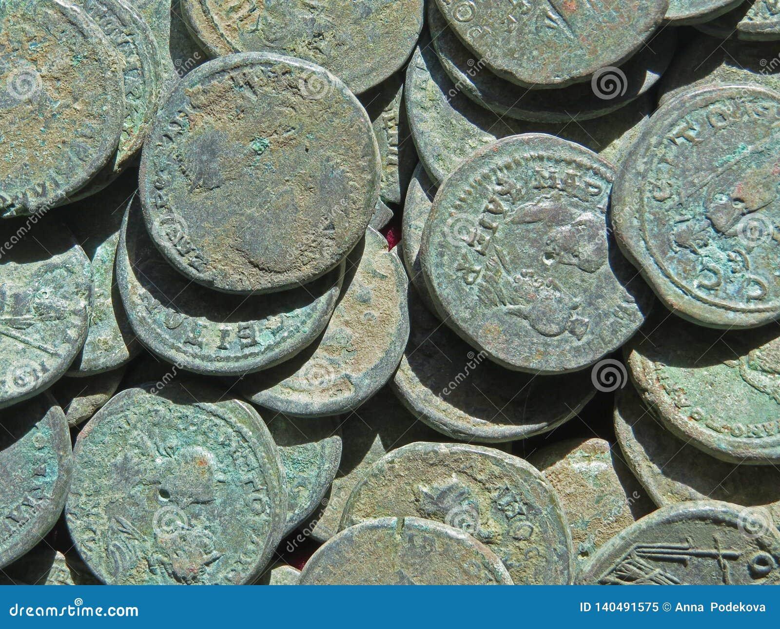 Tesoro antico della moneta Soldi rotondi di rame timbrati