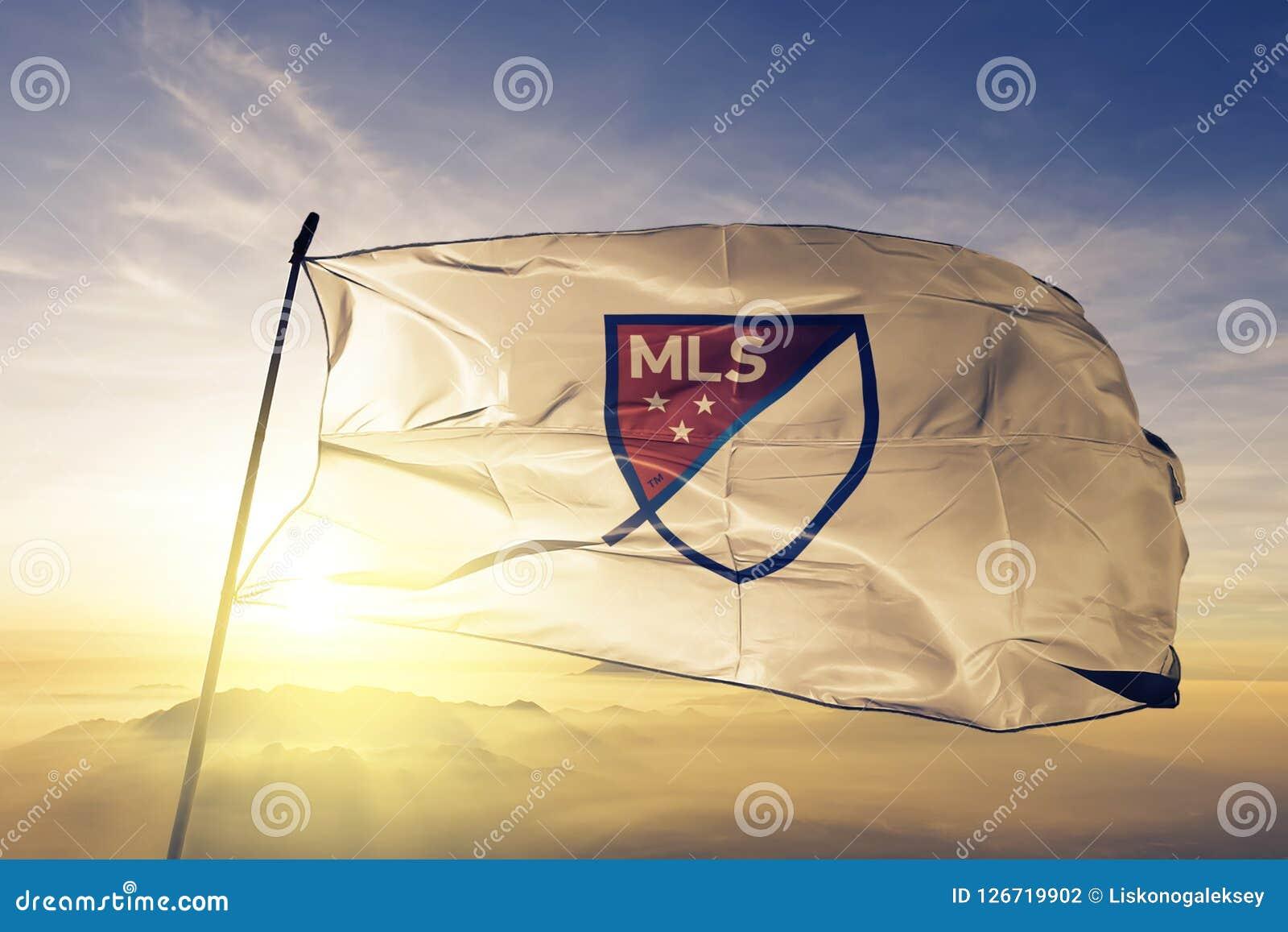 Tessuto del panno del tessuto della bandiera di logo di MLS Major League Soccer che ondeggia sulla nebbia superiore della foschia