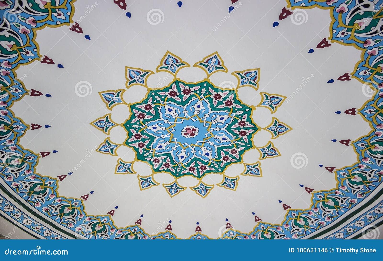 Teste padrão islâmico da arte do teto de uma mesquita turca