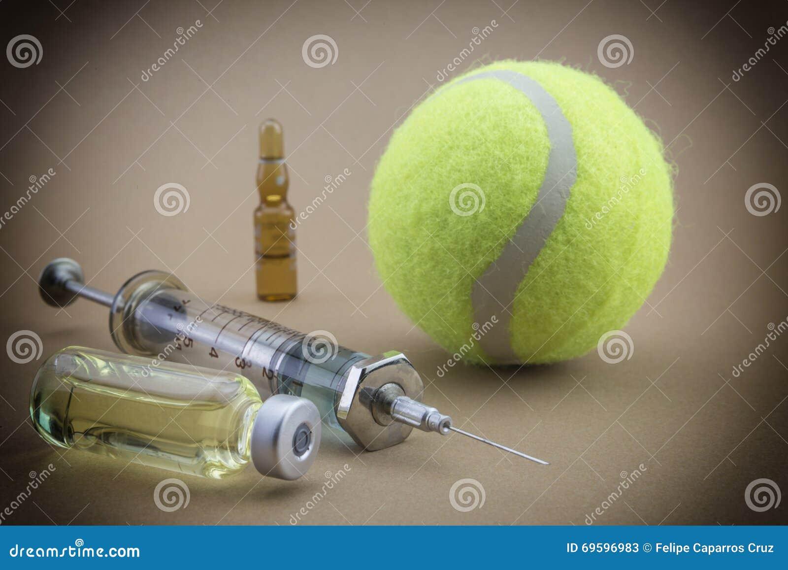 Testes para a pesquisa da urina junto com uma bola do tênis