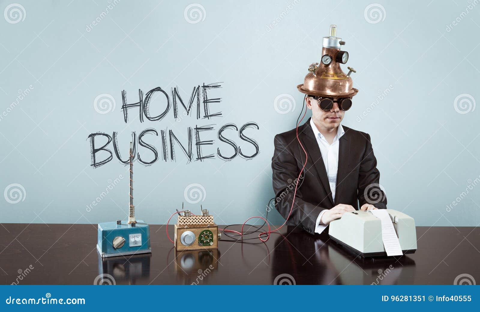 Testo di affari domestici con l uomo d affari d annata all ufficio