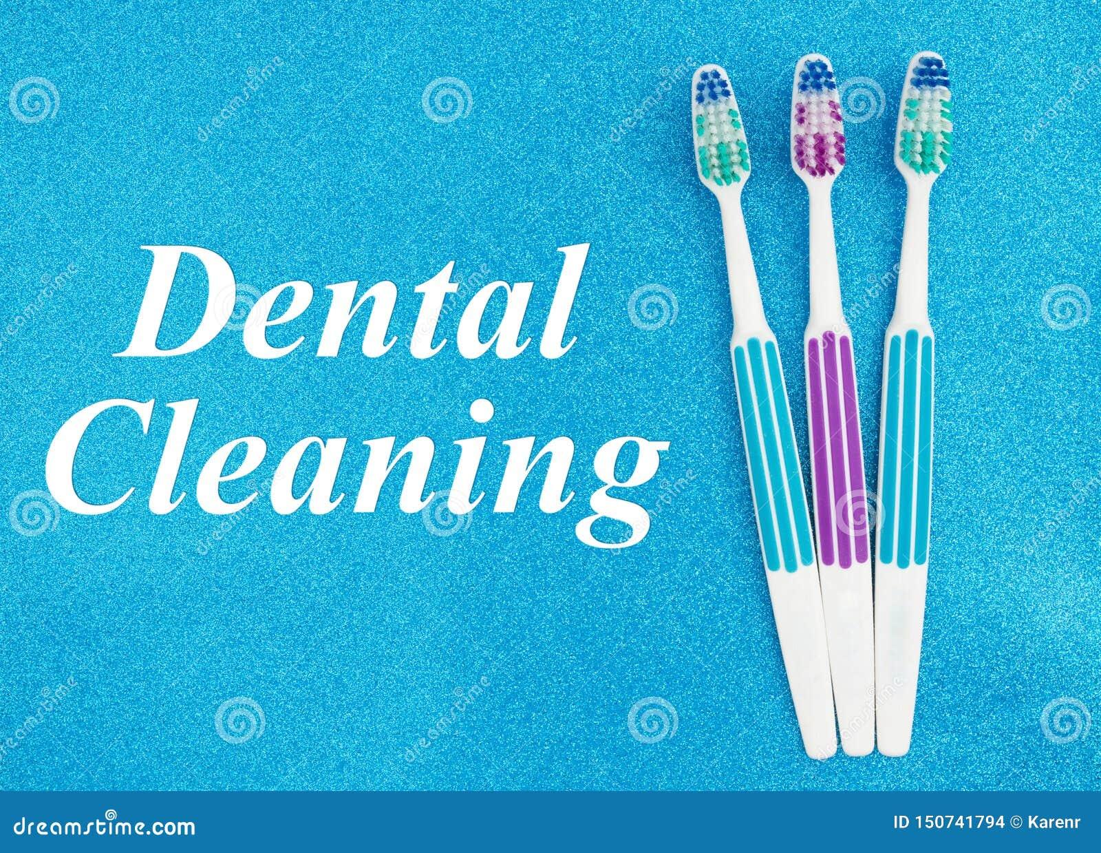 Testo di pulizia dentario con gli spazzolini da denti