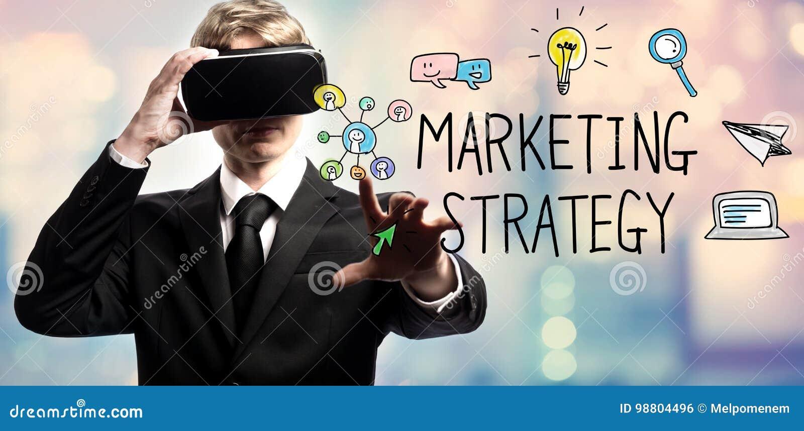 Testo di strategia di marketing con l uomo d affari facendo uso di una realtà virtuale
