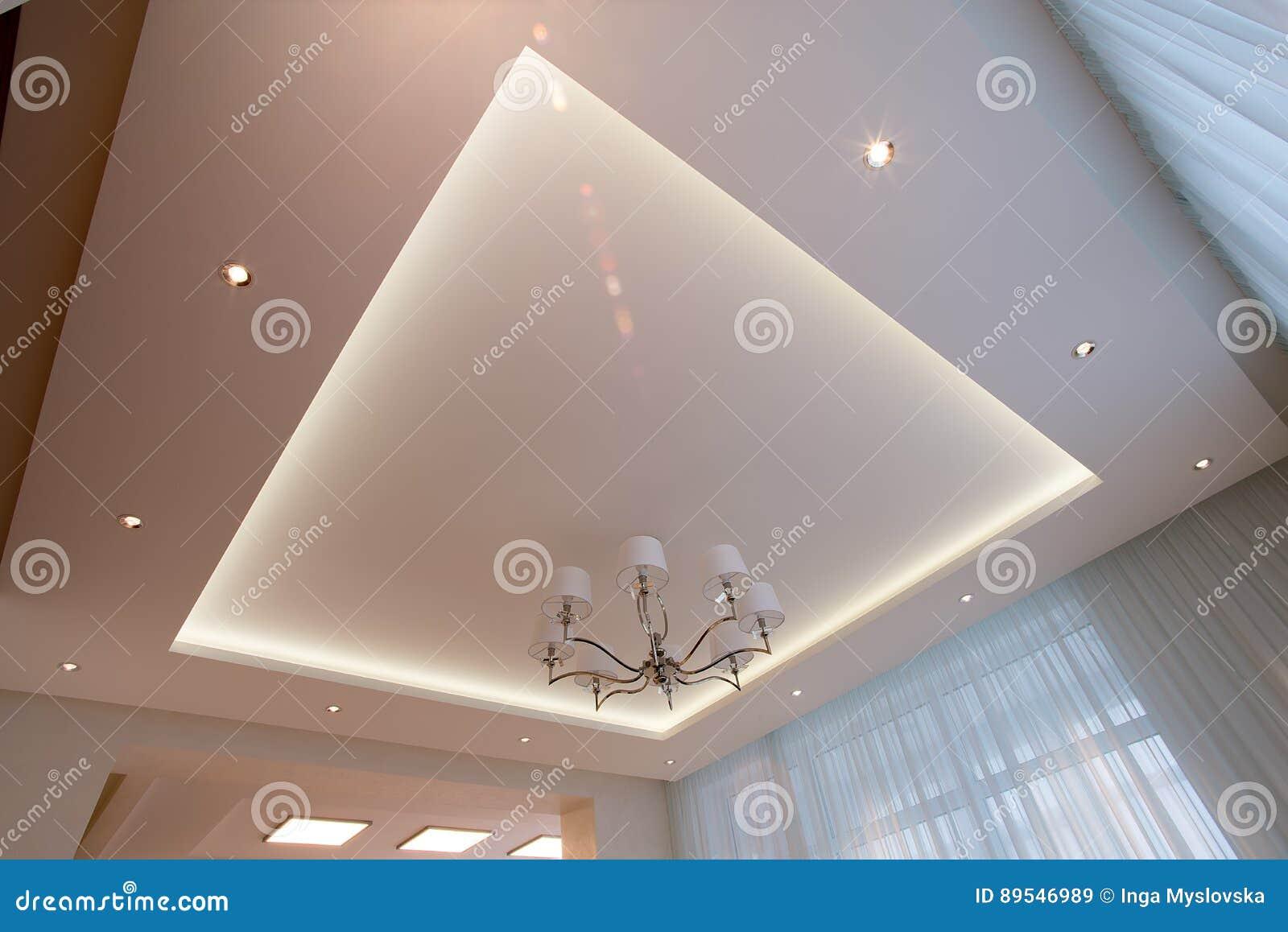 Teto branco iluminado com diodo emissor de luz