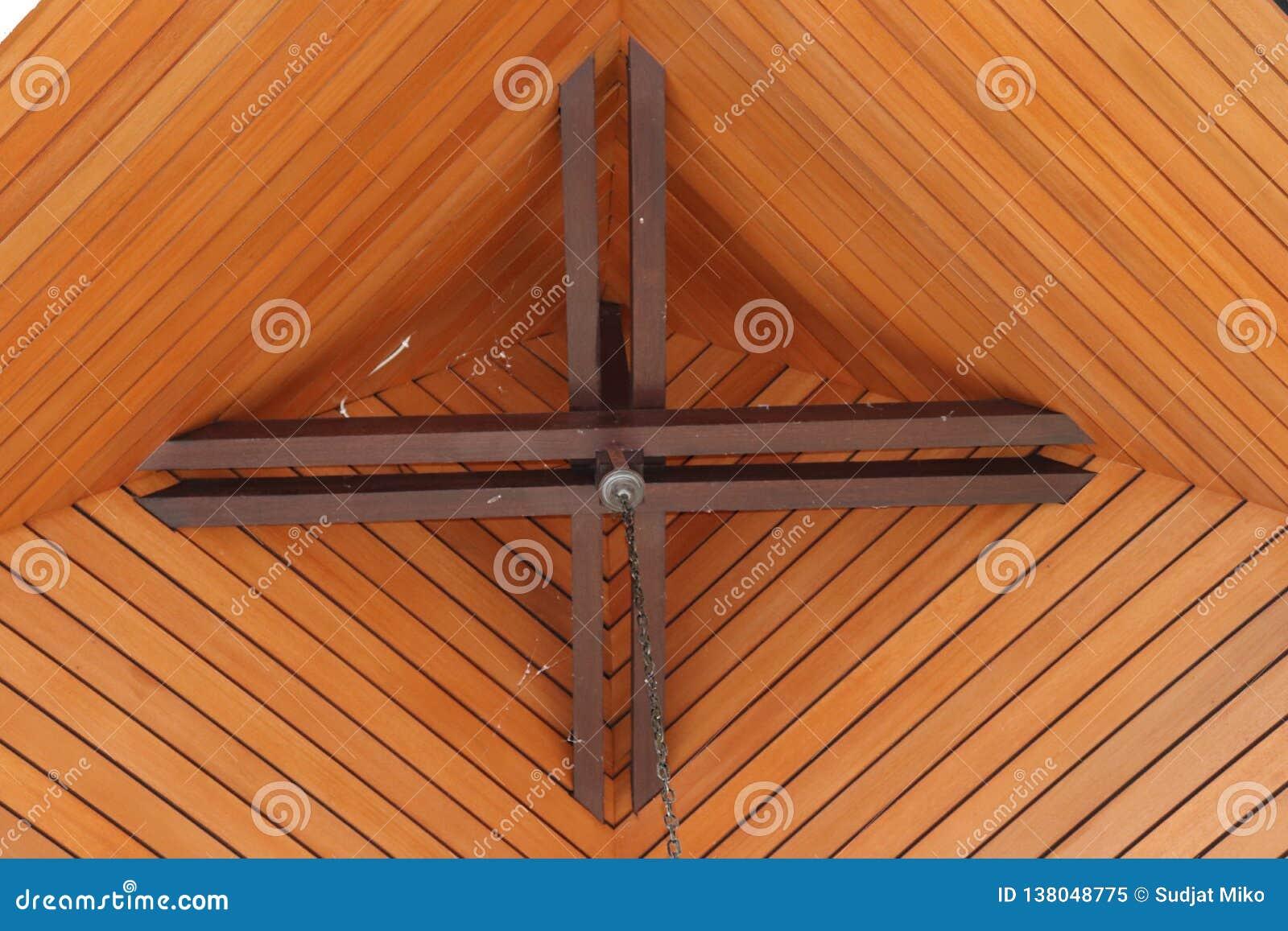 Teto da casa arranjo de madeira cónico projeto natural,