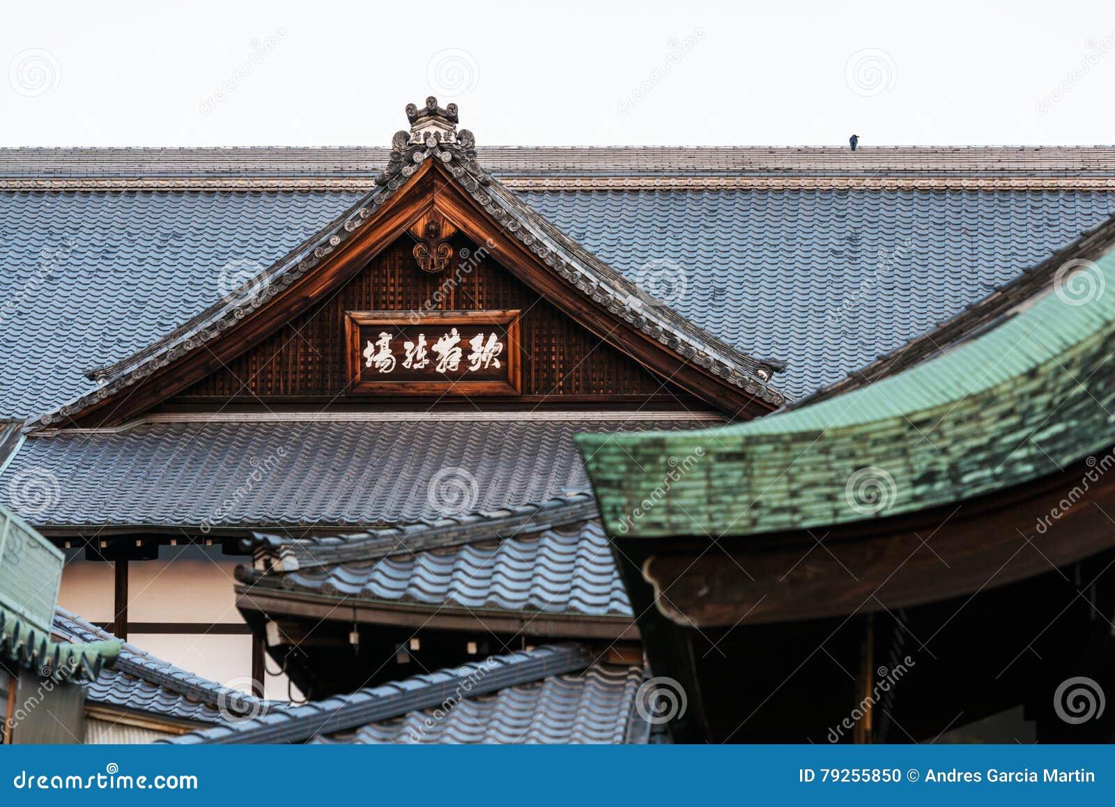 tetti delle case giapponesi tradizionali in gion kyoto