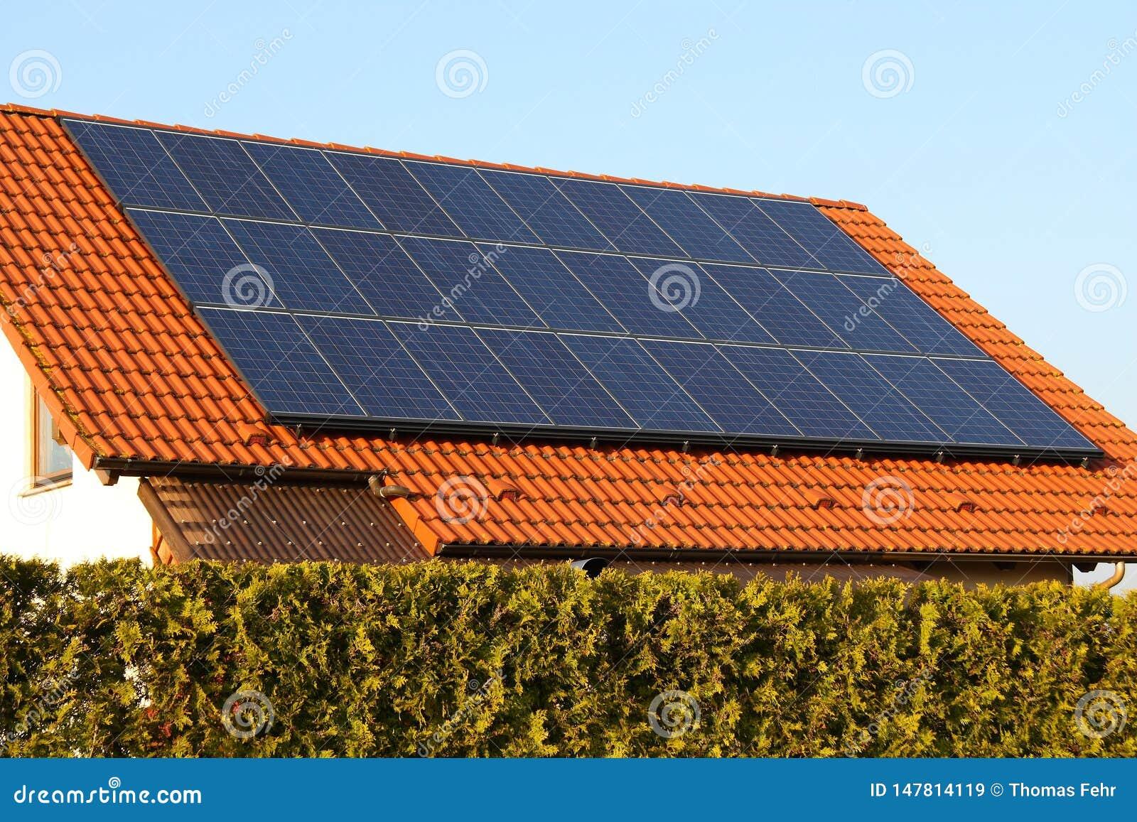Tetto con le pile solari