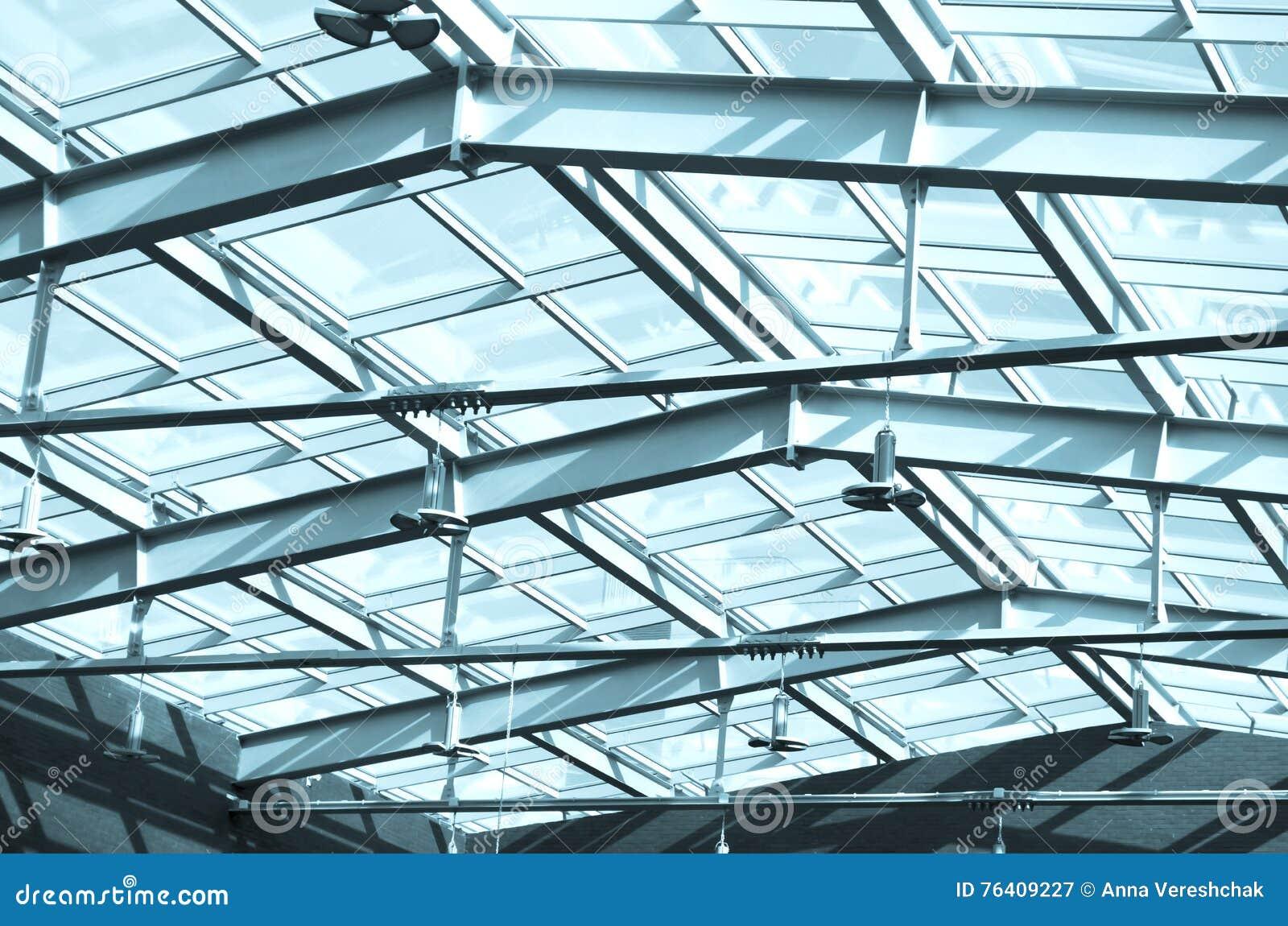 Tetto di vetro in costruzione sotto il tetto costruzioni for Tetto in vetro prezzi