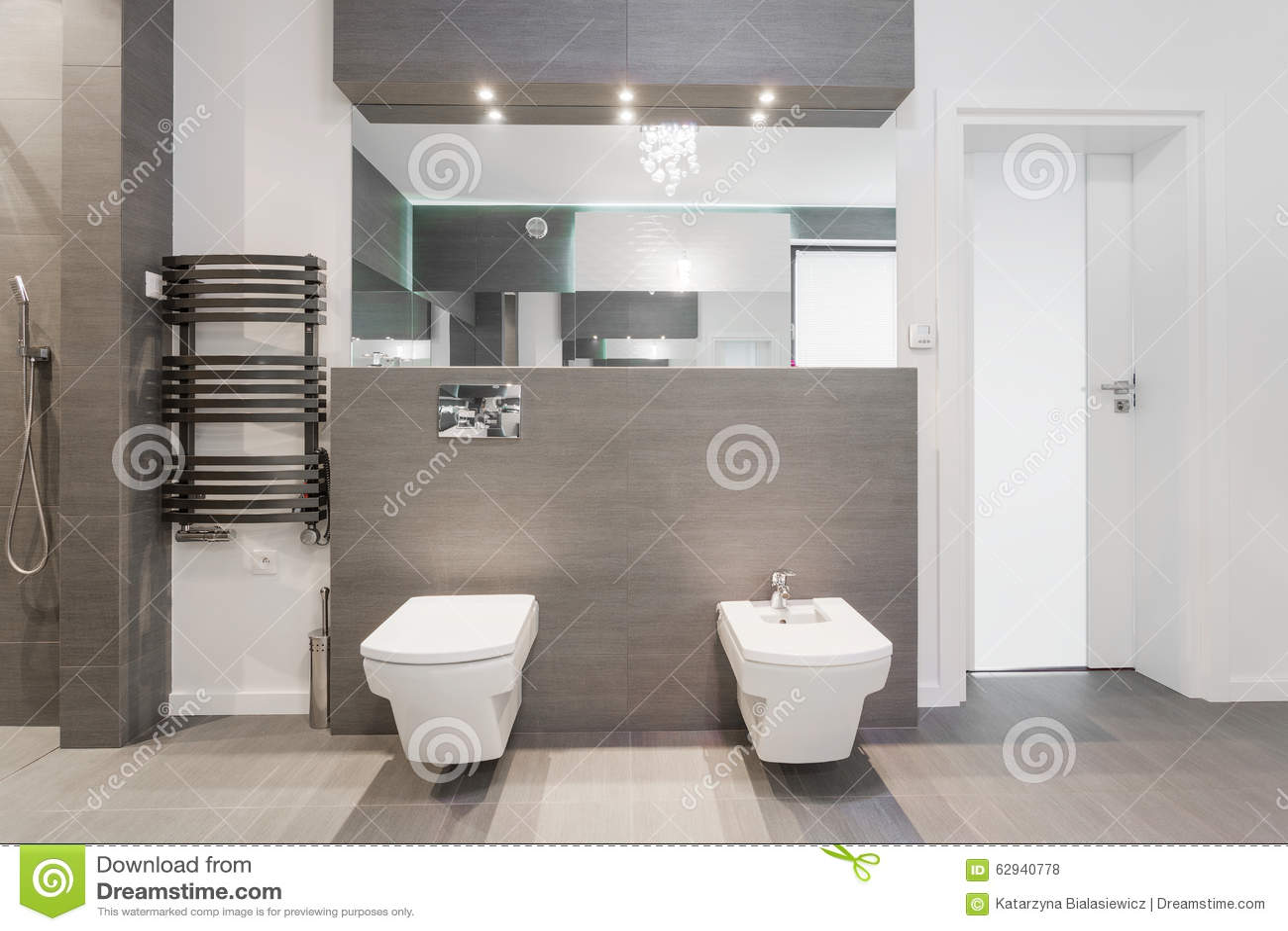 Teures modernes Badezimmer stockfoto. Bild von reichtum - 16