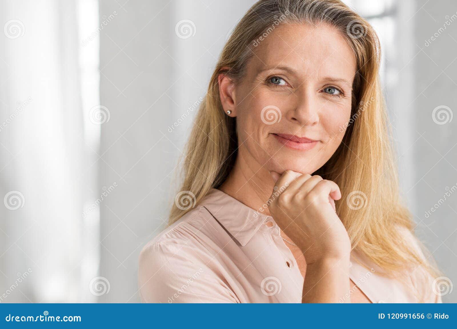 Tevreden Rijpe Vrouw