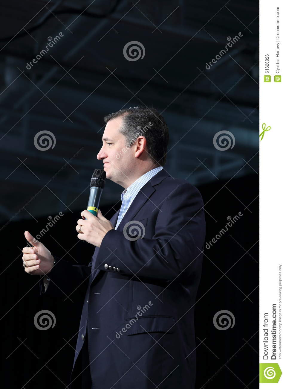 Texas Senator Ted Cruz gives a thumbs up to audience.