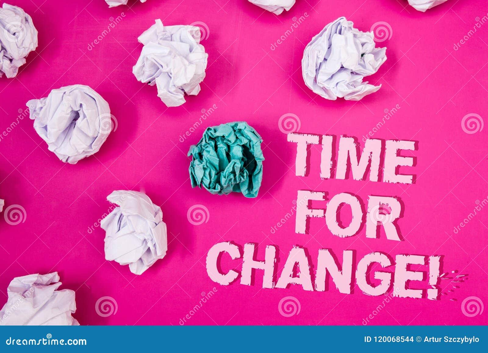 Text o sinal que mostra a hora para a chamada inspirador da mudança A transição conceptual da foto cresce melhora transforma dese