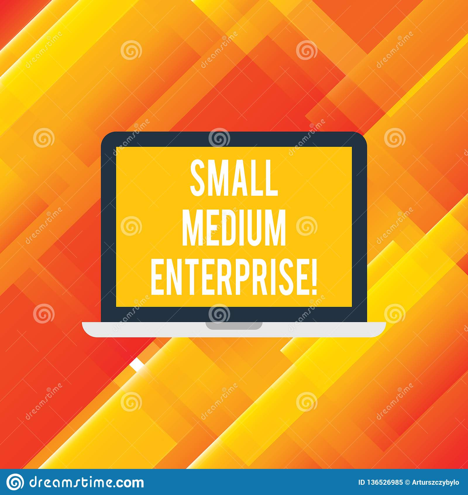 Texte d écriture écrivant la petite entreprise moyenne Entreprises indépendantes de signification de concept qui utilisent moins