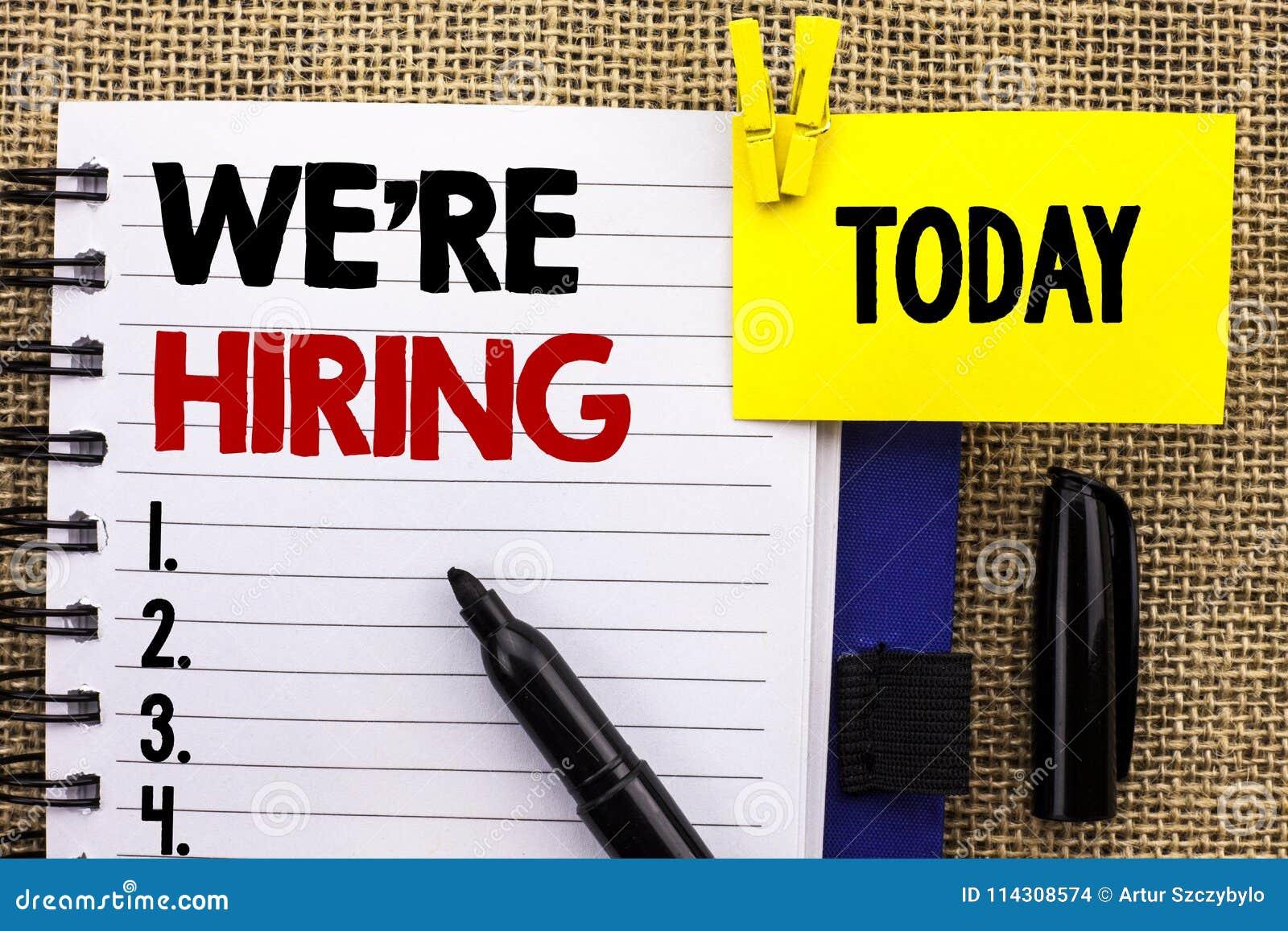 Texte d écriture de Word nous ` au sujet de la location Le concept d affaires pour recruter louant maintenant l offre d emploi de